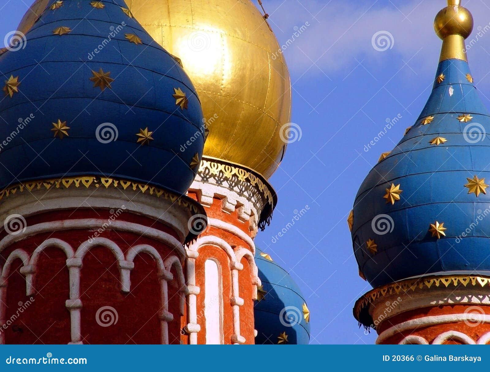 Hauben in im Stadtzentrum gelegenem Moskau