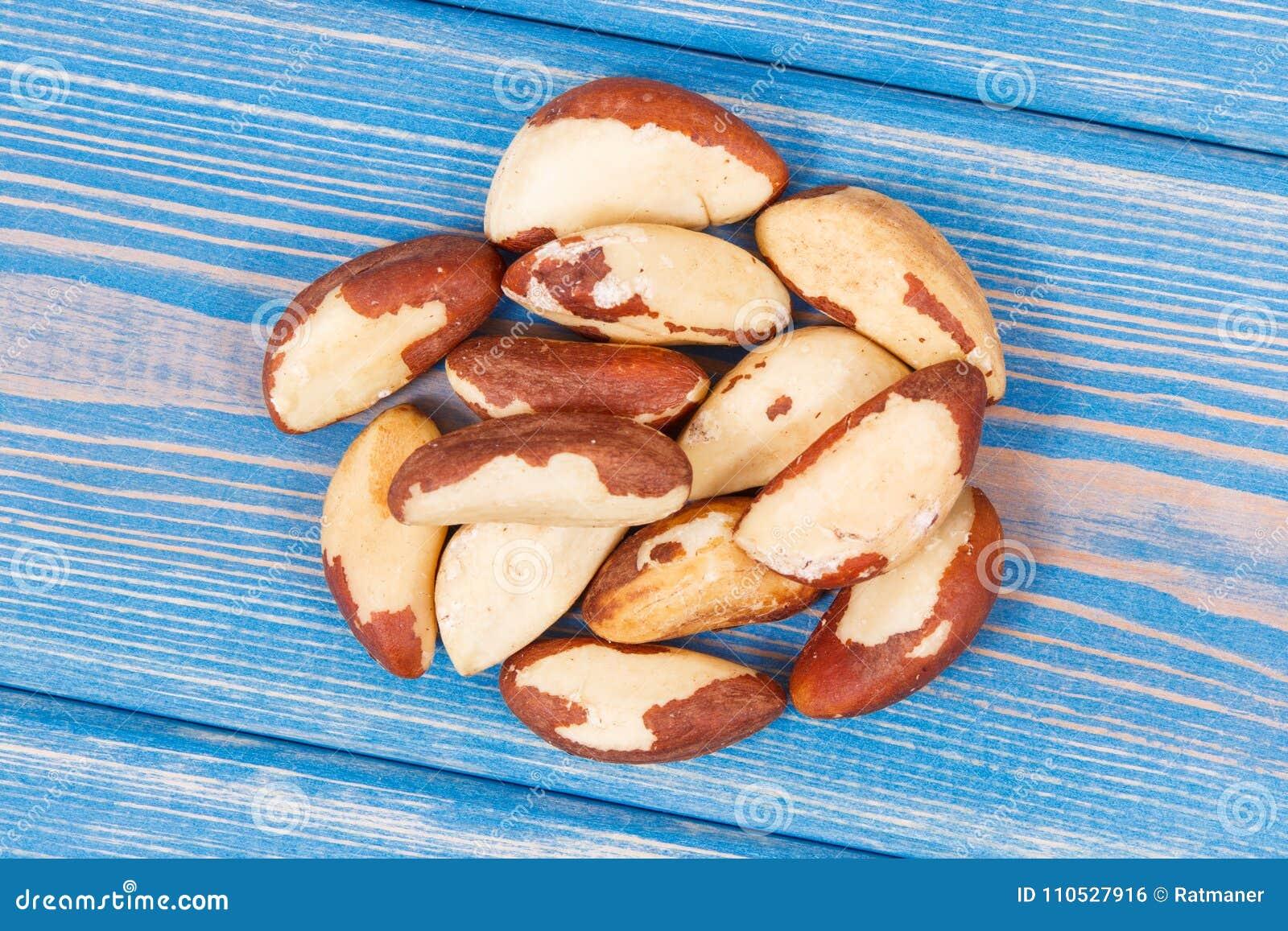 Haufen von Paranüssen als Quelle von natürlichen Mineralien und von Vitamin