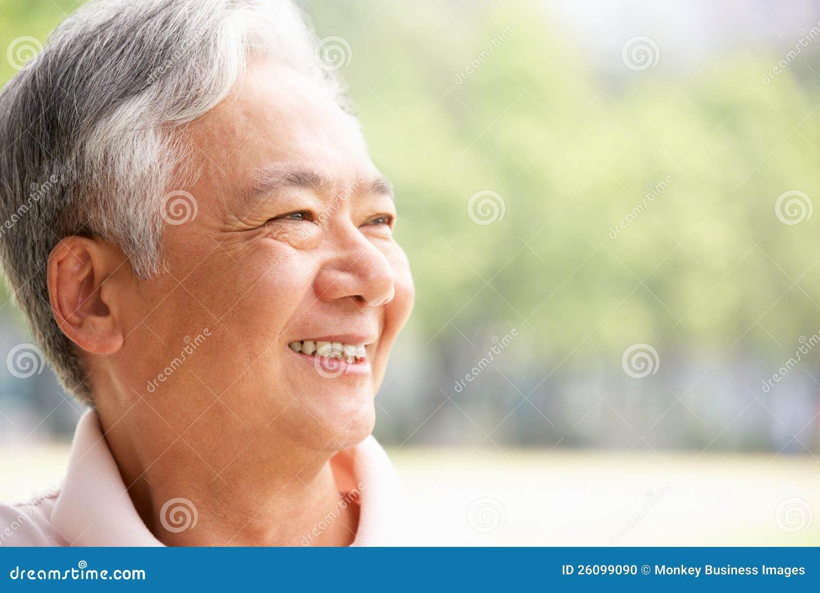 Haupt- und Schulter-Portrait des älteren chinesischen Mannes