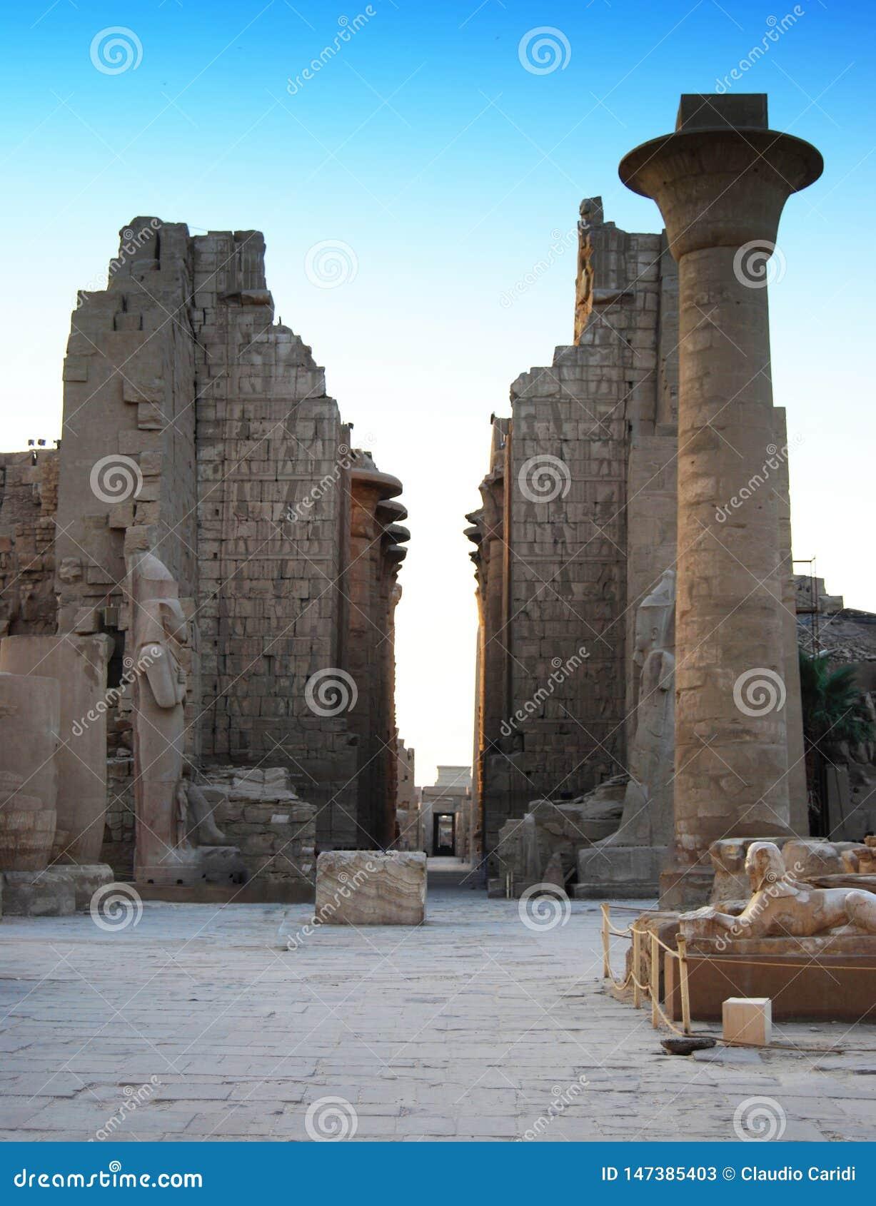 Haupteingang des Tempels von Karnak, Luxor, Ägypten