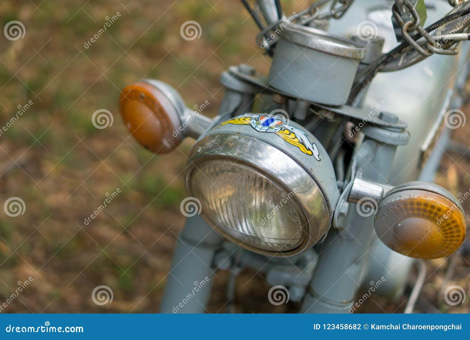 Hauptlicht circa mittleren von 1960 klassisch und von Weinlese Yamaha-motorcyclee