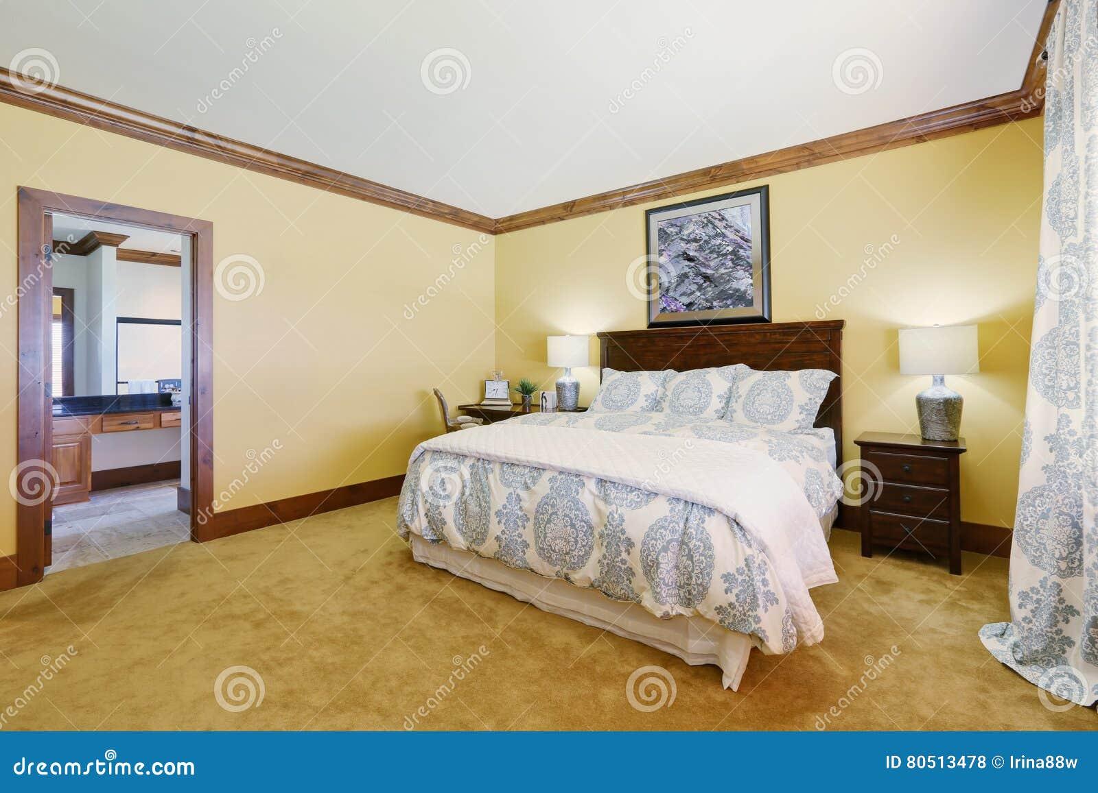 Schlafzimmer In Pastelltönen | Hauptschlafzimmer In Den Gelben Pastelltonen Mit Konigingrossenbett
