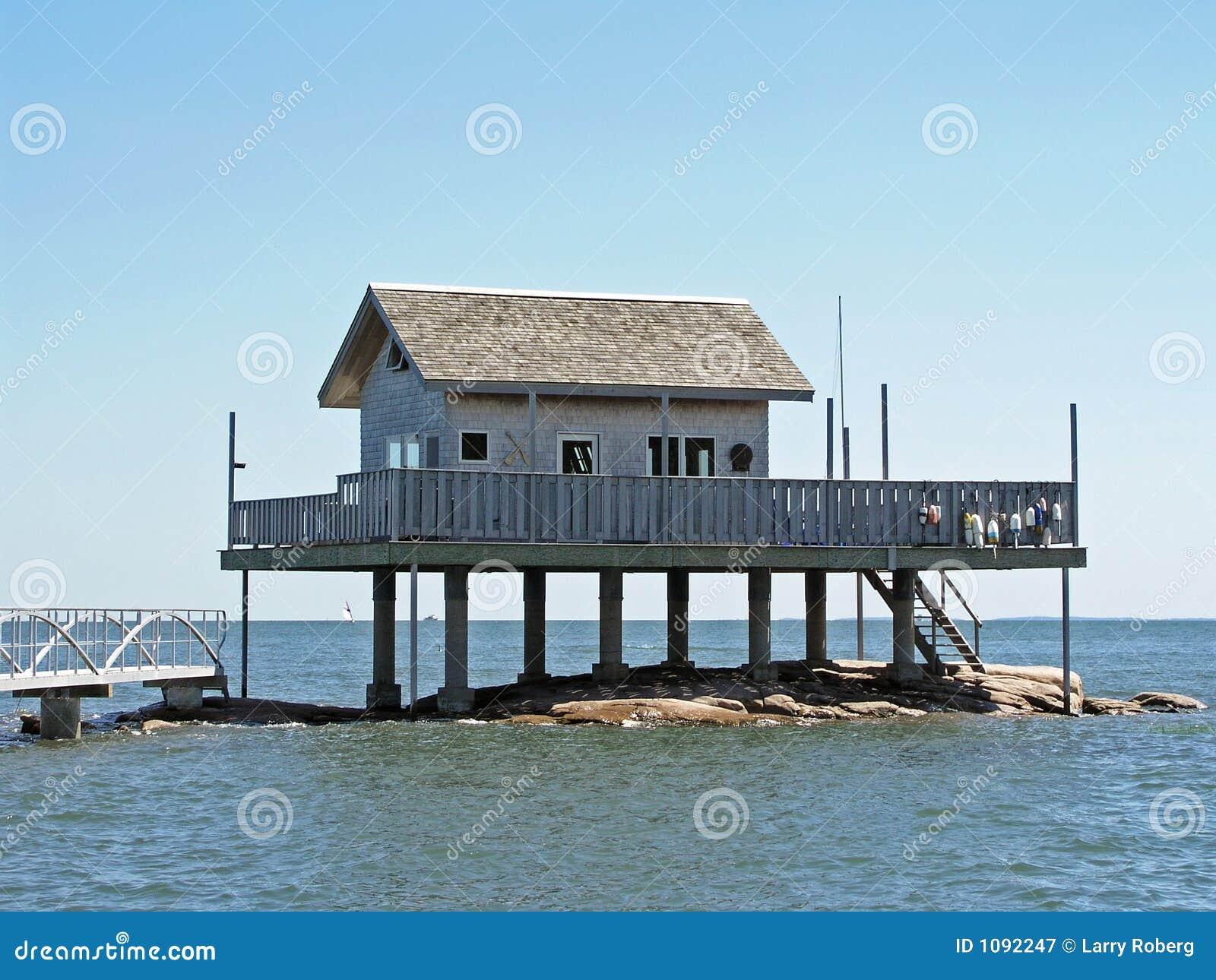 haus ber dem wasser stockbild bild von erh ht pier 1092247. Black Bedroom Furniture Sets. Home Design Ideas