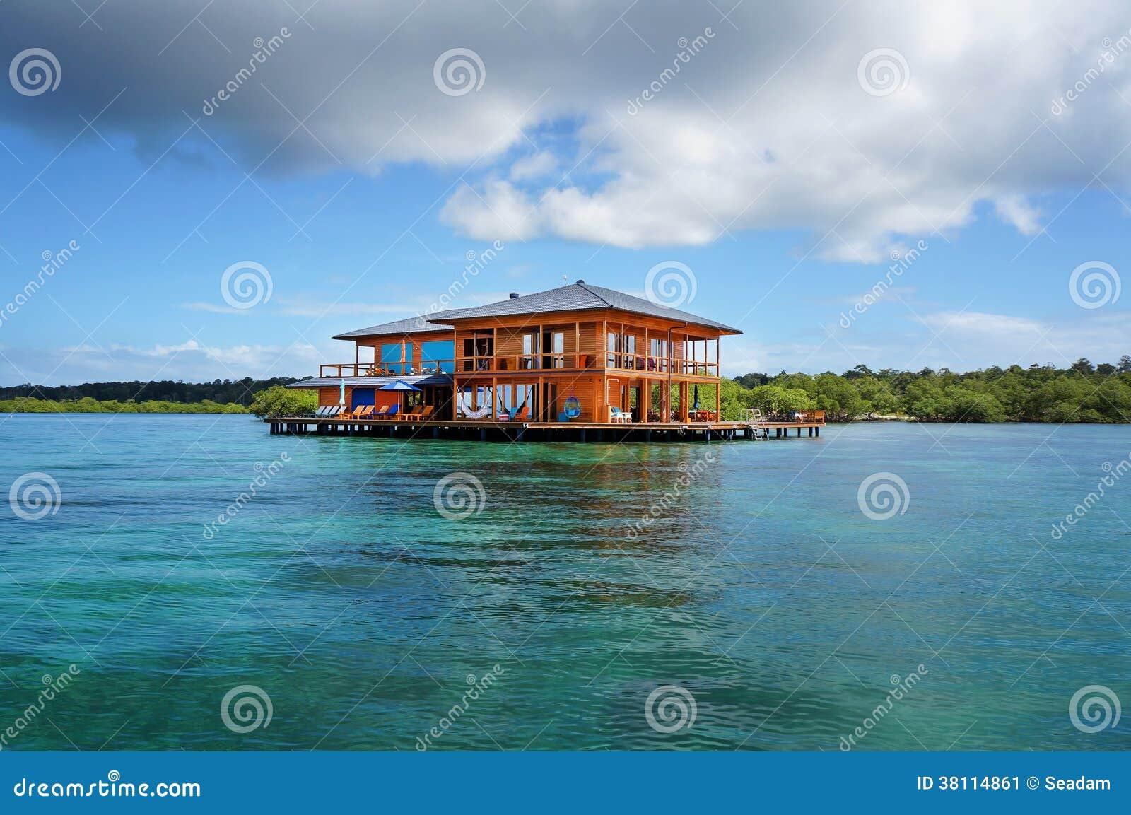 haus auf stelzen ber wasser des karibischen meeres stockbild bild 38114861. Black Bedroom Furniture Sets. Home Design Ideas