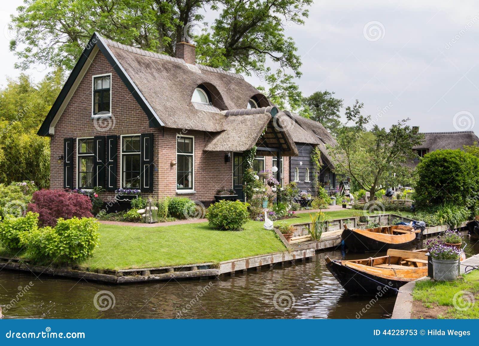 haus in gierhoorn die niederlande stockbild bild 44228753. Black Bedroom Furniture Sets. Home Design Ideas
