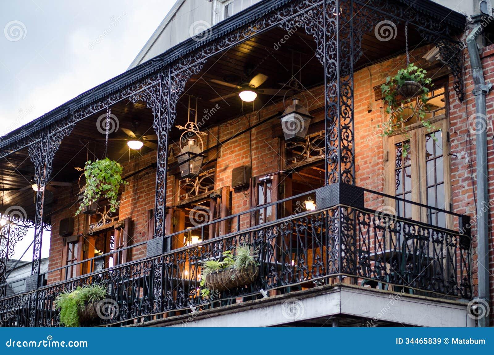 Haus mit balkon new orleans lizenzfreie stockbilder for Haus mit balkon modern