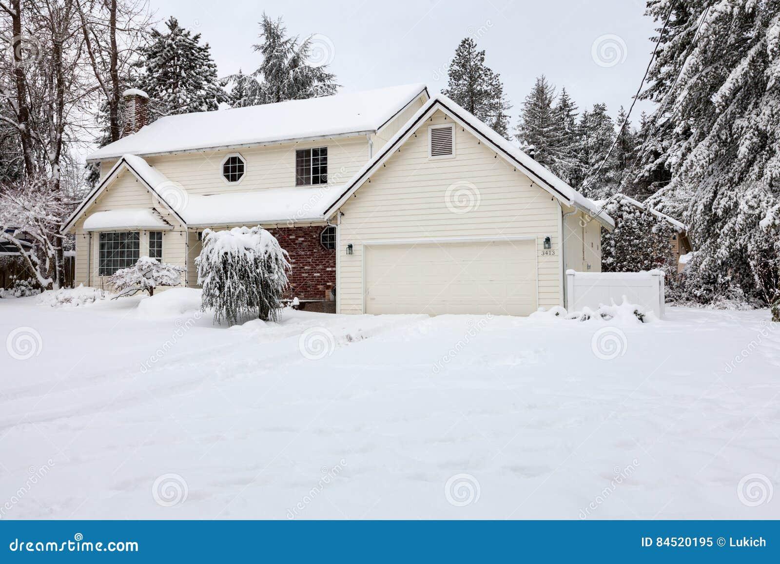 Haus Mit Klimaanlage Stockbild Bild Von Architektur 84520195