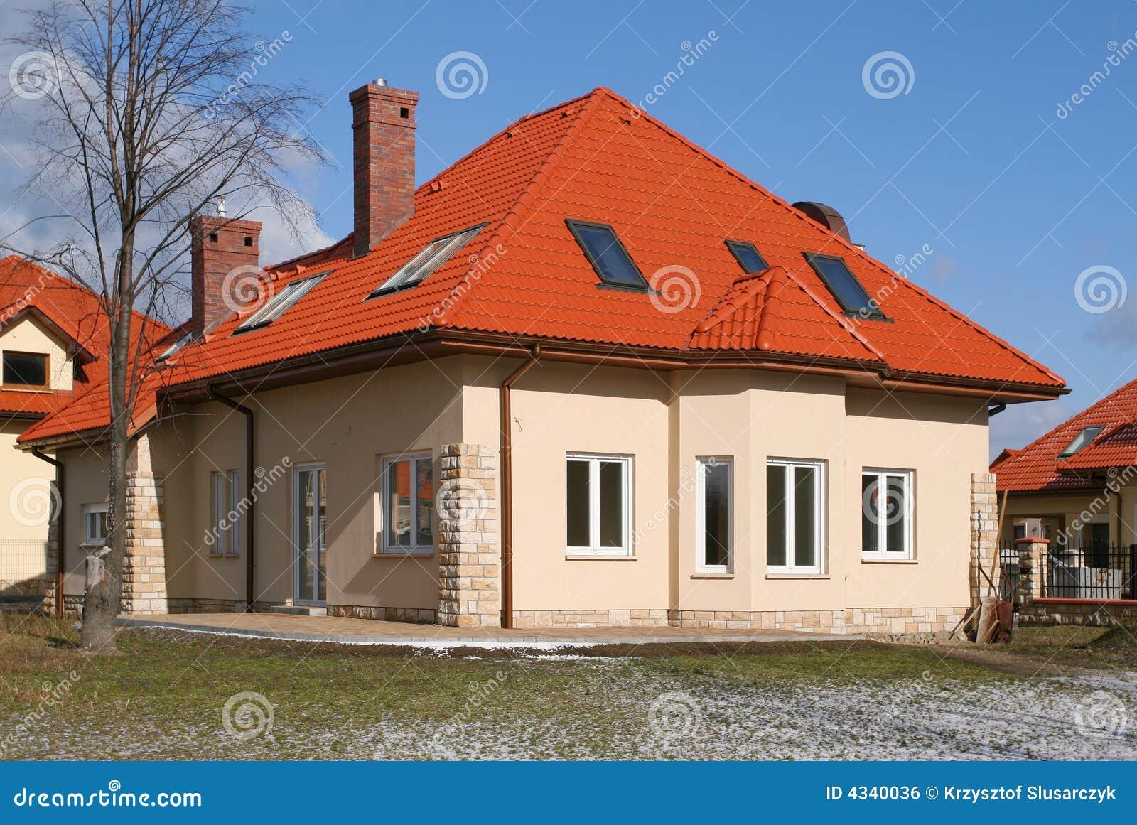 haus mit rotem dach lizenzfreies stockbild bild 4340036. Black Bedroom Furniture Sets. Home Design Ideas