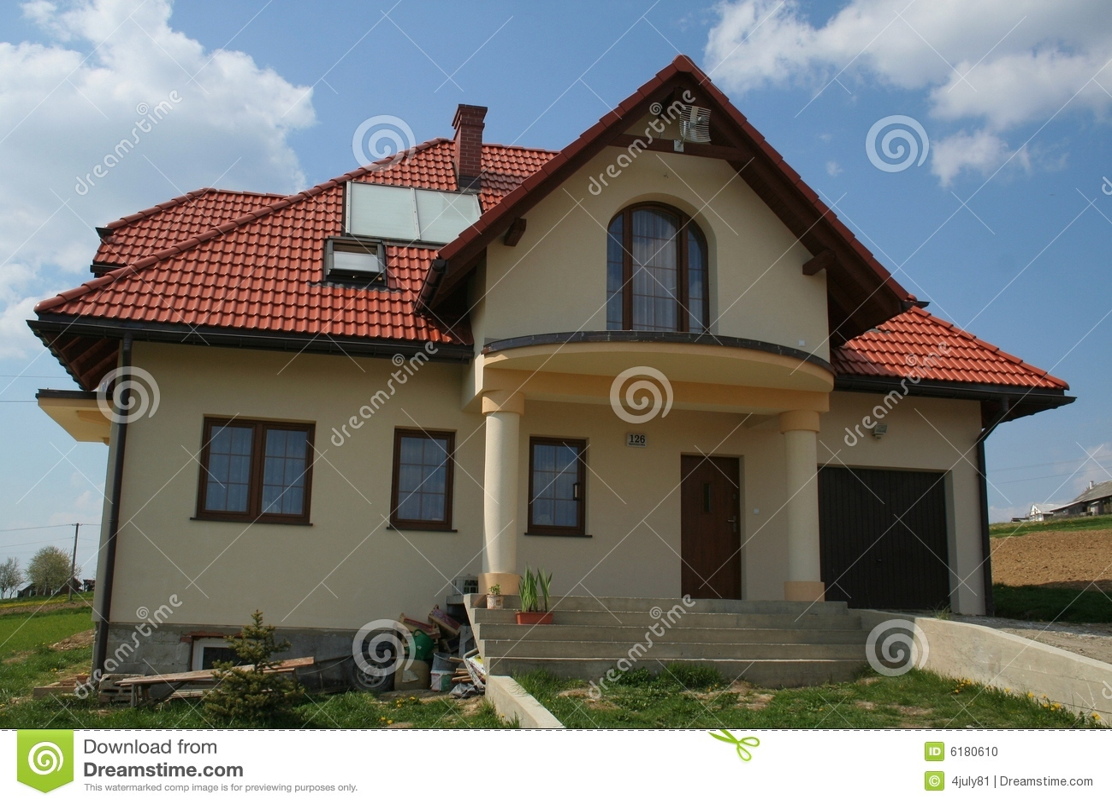haus mit rotem dach stockfoto bild 6180610. Black Bedroom Furniture Sets. Home Design Ideas