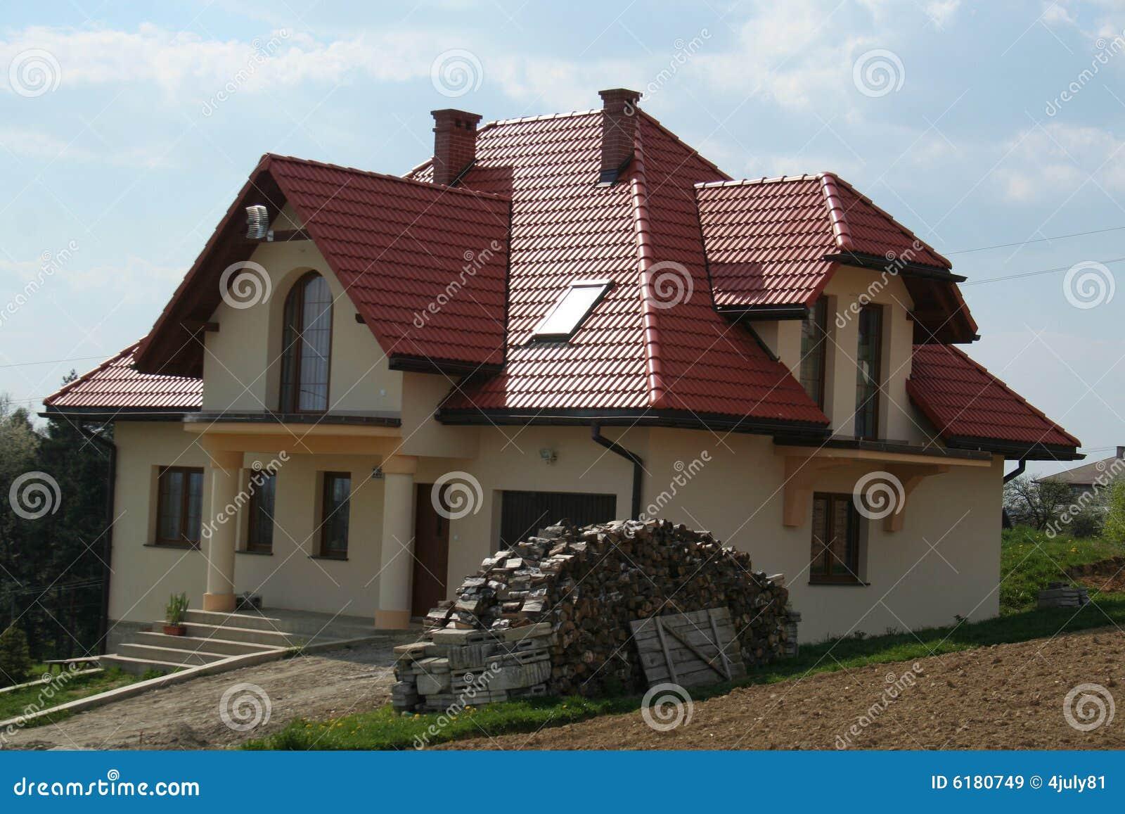 haus mit rotem dach lizenzfreie stockbilder bild 6180749. Black Bedroom Furniture Sets. Home Design Ideas