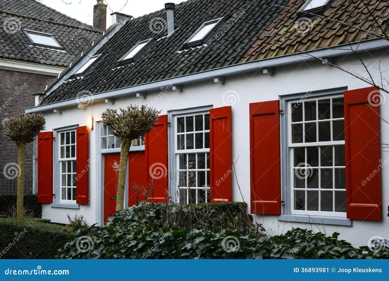 haus mit roten fensterl den stockbild bild 36893981. Black Bedroom Furniture Sets. Home Design Ideas