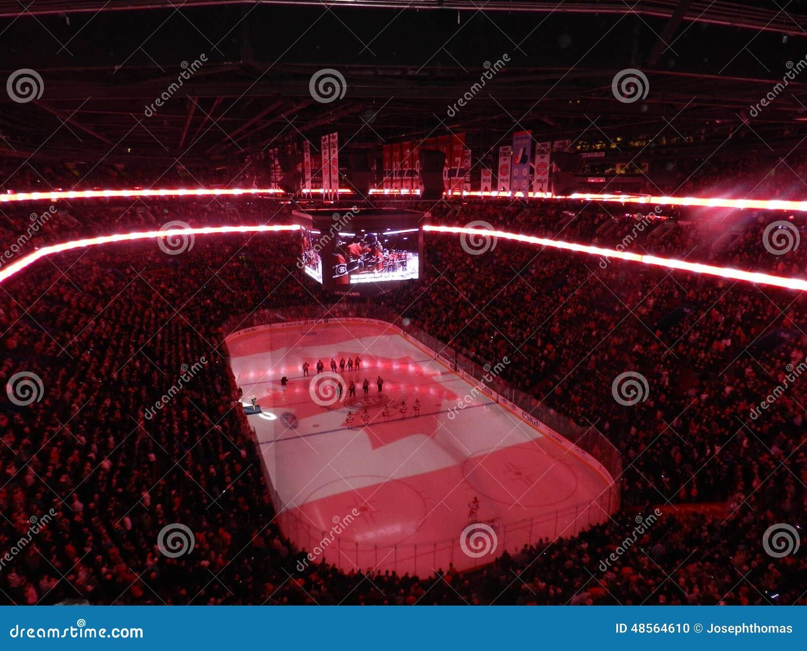 Haus Montreals Kanada des Canadiens Habs, das in der Mitte Bell-Mitte (Kanada-, spielt Flagge)