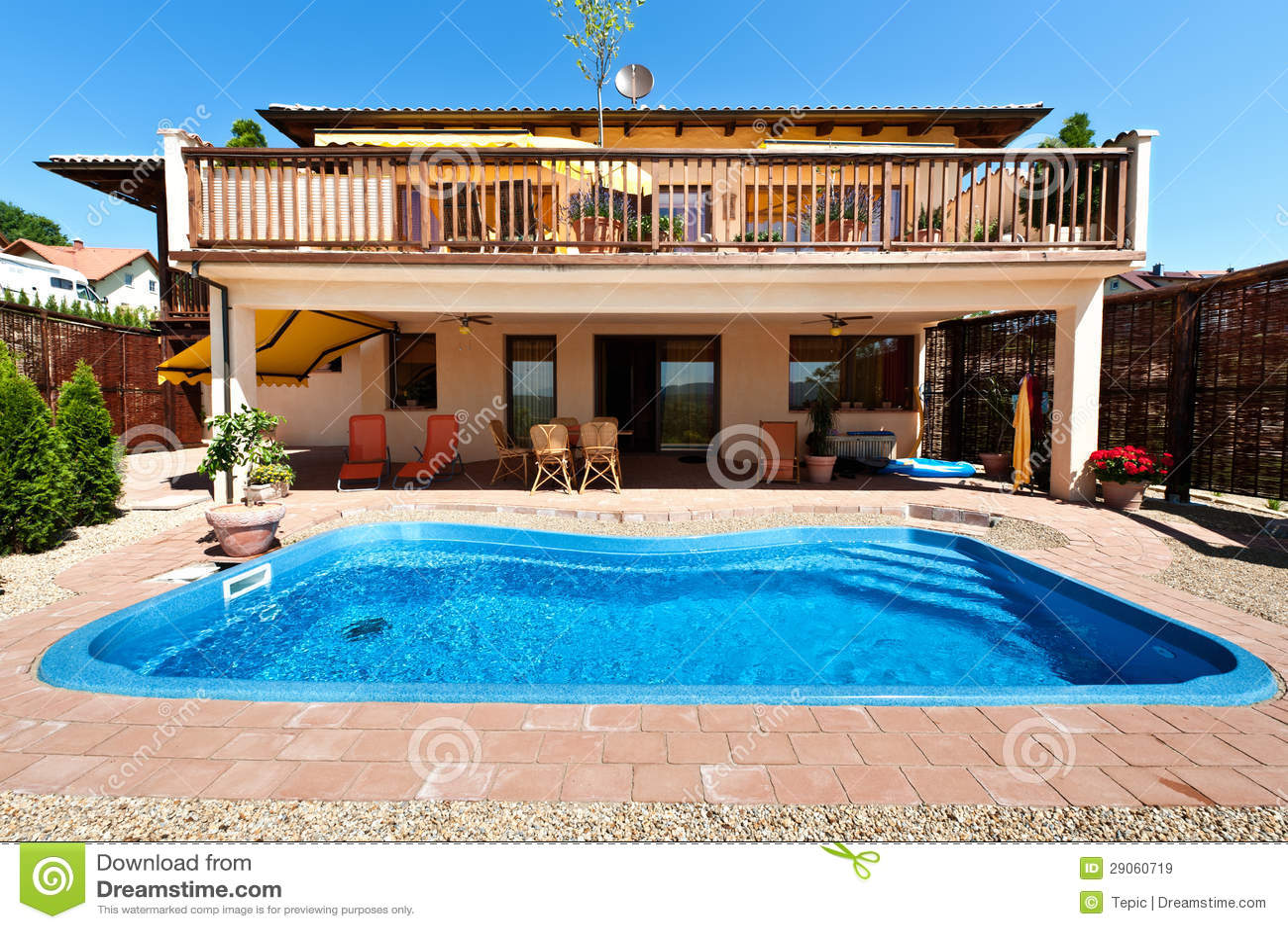 haus und pool lizenzfreie stockbilder bild 29060719. Black Bedroom Furniture Sets. Home Design Ideas