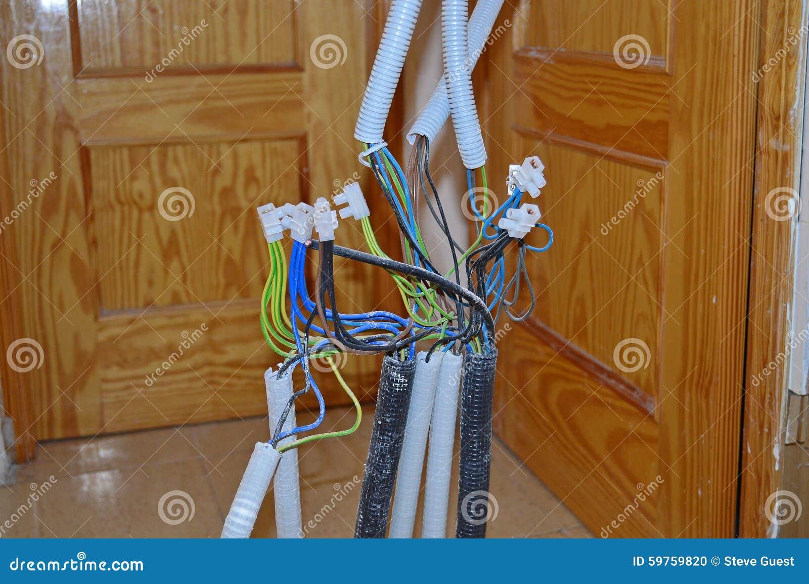 Haus-Verdrahtung stockfoto. Bild von drähte, elektriker - 59759820
