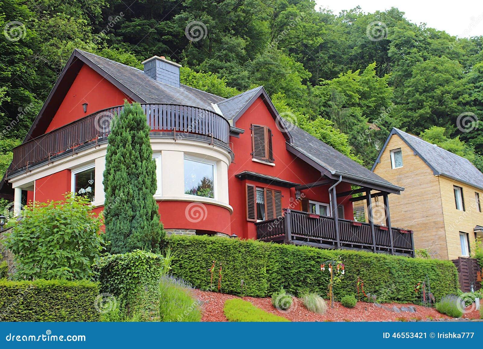 Haus in vianden luxemburg redaktionelles foto