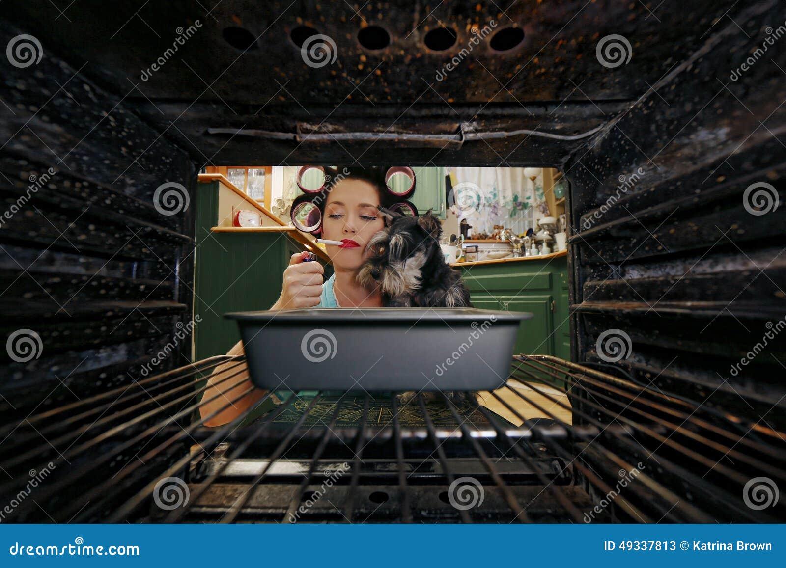 Hausfrau Doing Her Daily Aufgaben Stockbild Bild Von Kochen Haupt