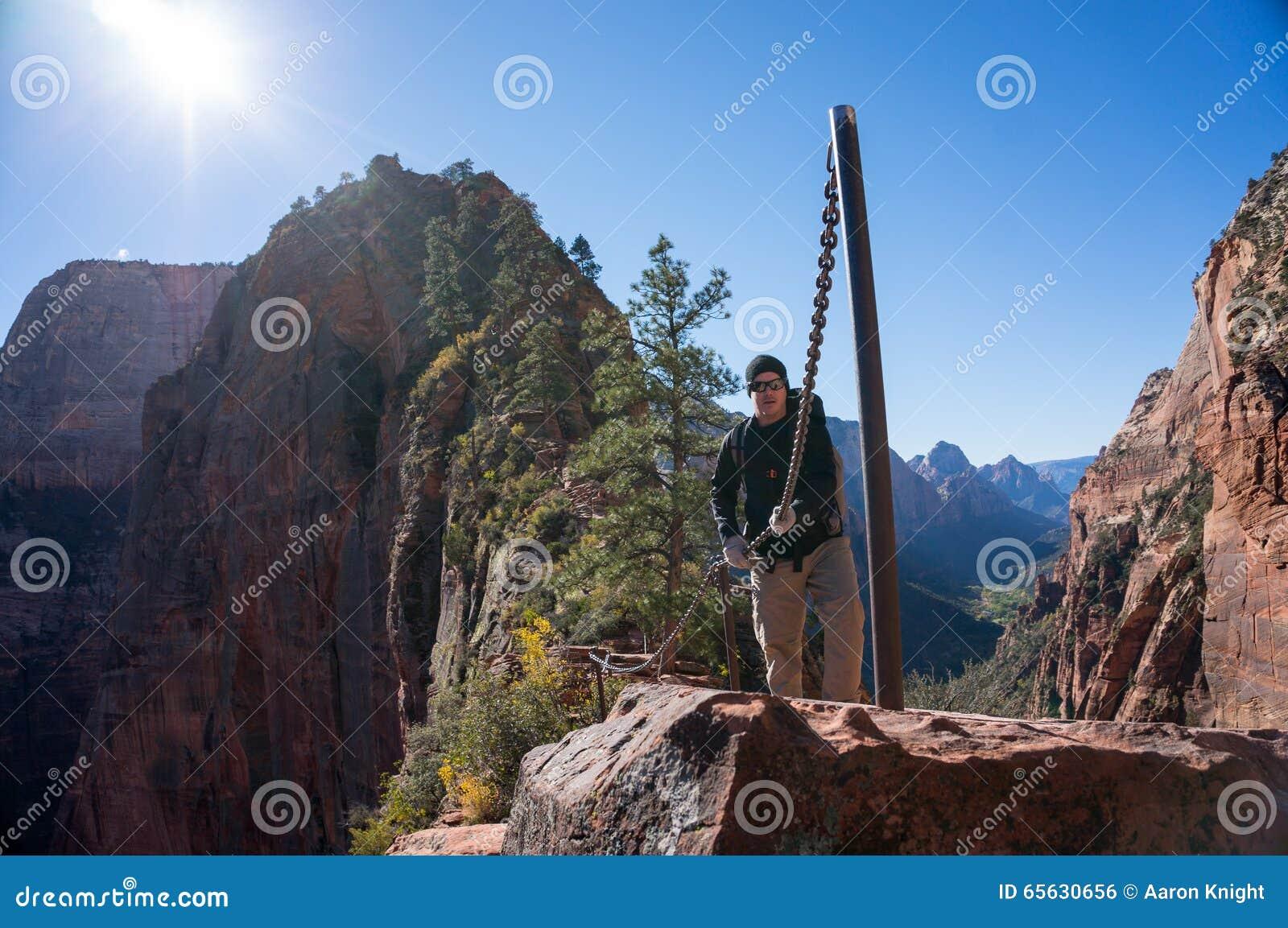 Hausse à l atterrissage de l ange chez Zion National Park en Utah