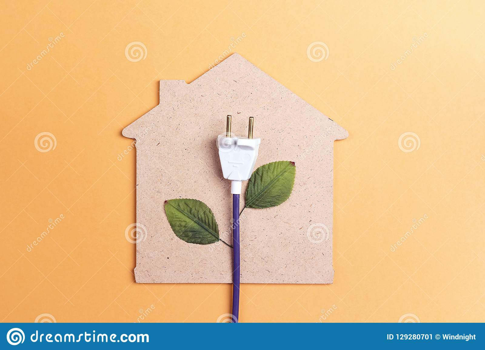 Haussymbol mit Stecker mögen eine Anlage Außer Energiekonzept