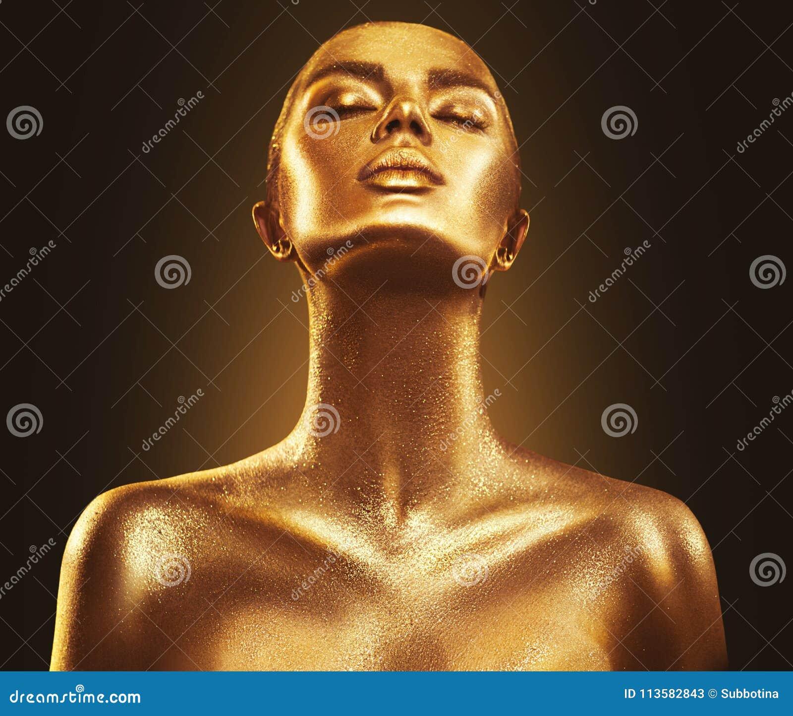 Hautfrauen-Porträtnahaufnahme der Modekunst goldene Gold, Schmuck, Zubehör Vorbildliches Mädchen mit goldenem glänzendem Make-up