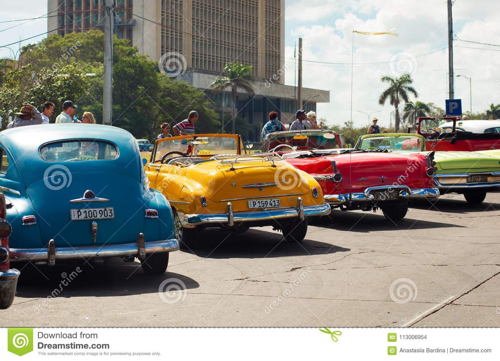 Havana Cuba 8 February 2018 Retro Cars Are Parked In The Squ