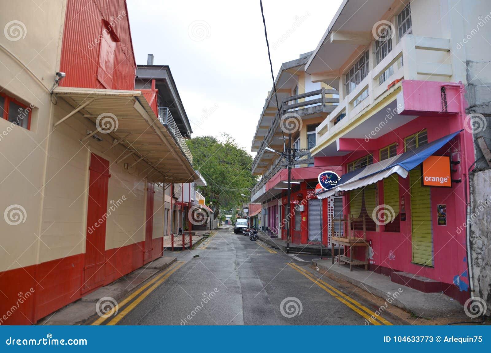 """Download Haven De Stadscentrum Van Mathurin †"""" Redactionele Stock Foto - Afbeelding bestaande uit sidewalk, eilanden: 104633773"""