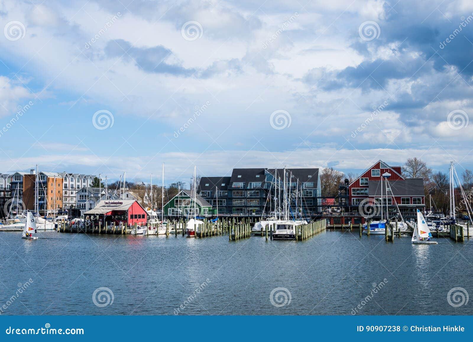 Havengebied van Annapolis, Maryland op een bewolkte de lentedag met s