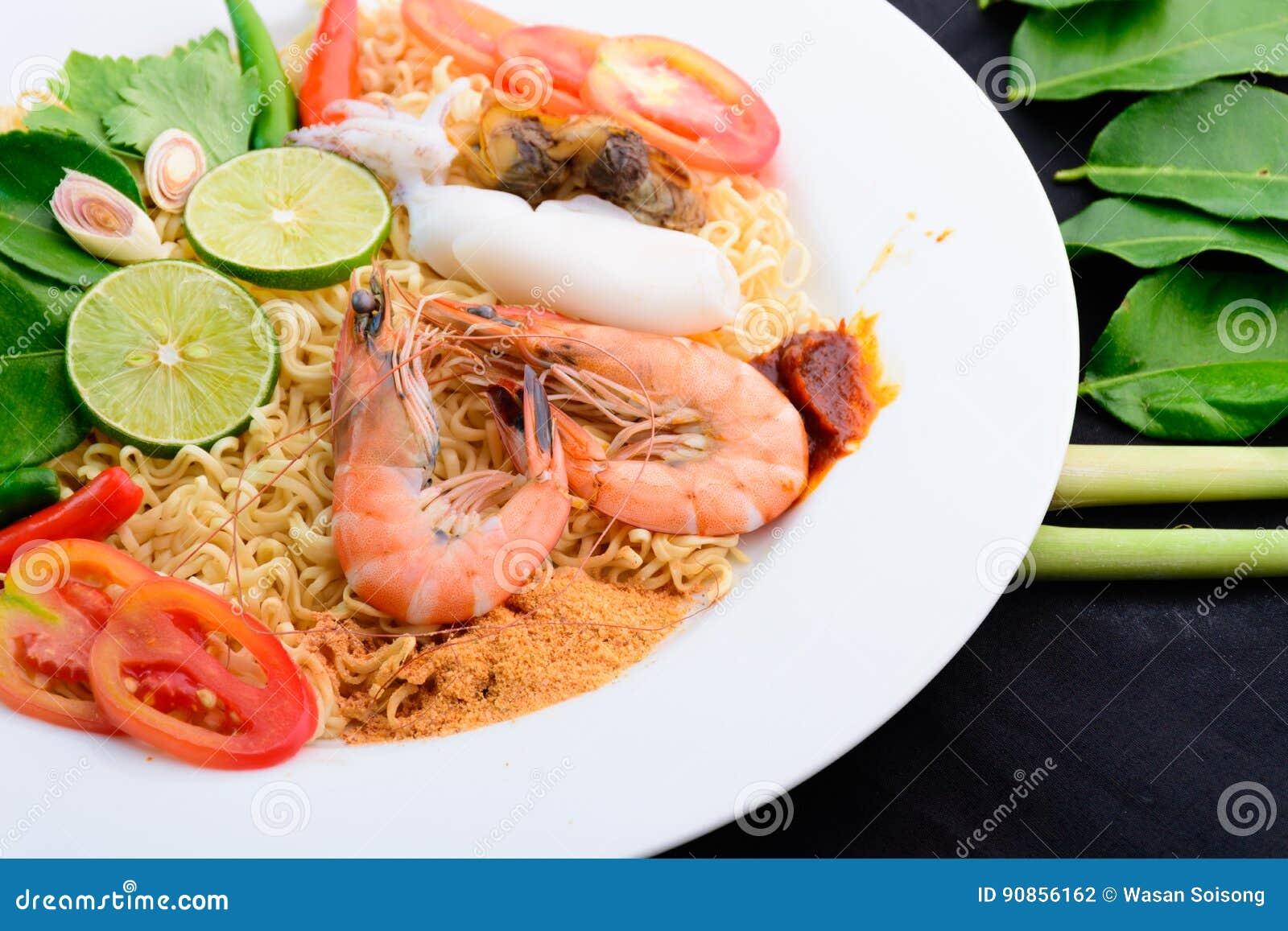 Havs- kryddigt med nudeln i maträtt