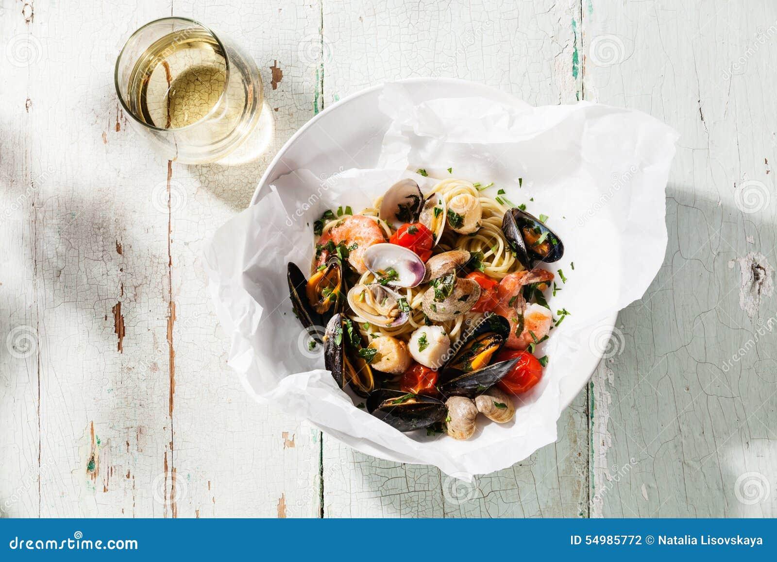 Havs- pasta och vin