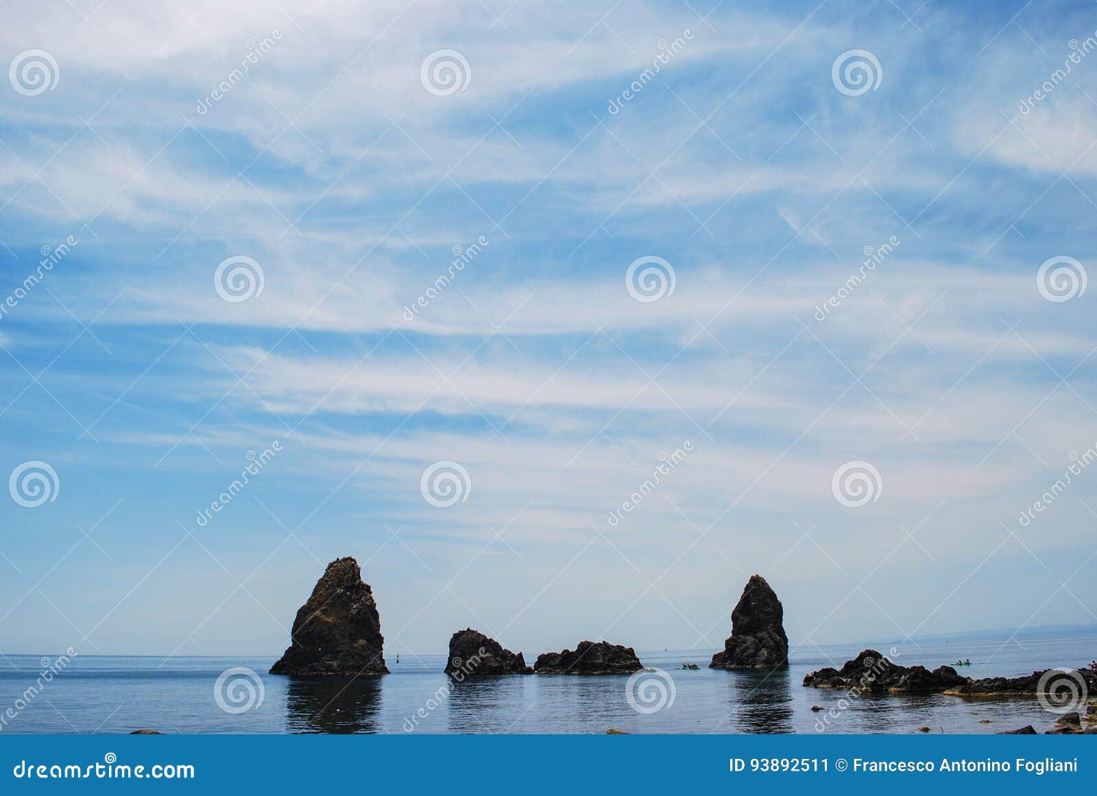 Havsbuntarna av Acitrezza i Sicilien