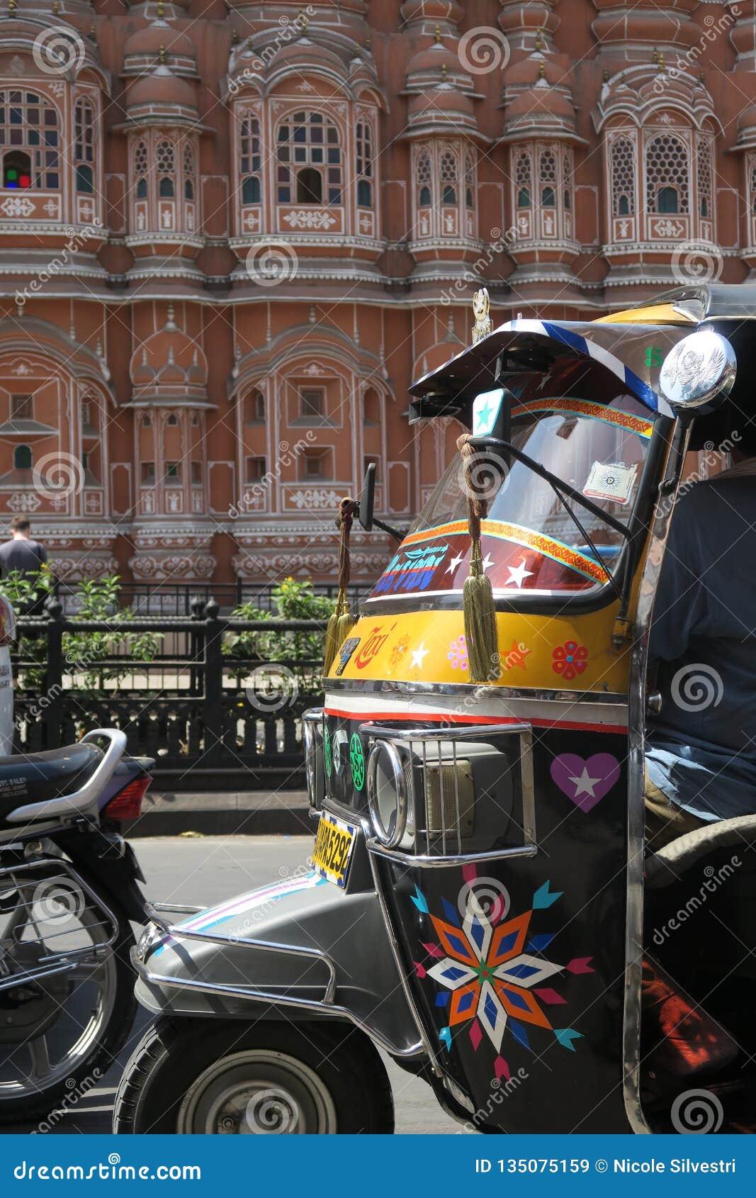 Hawa Mahal in India met tuk-Tuk