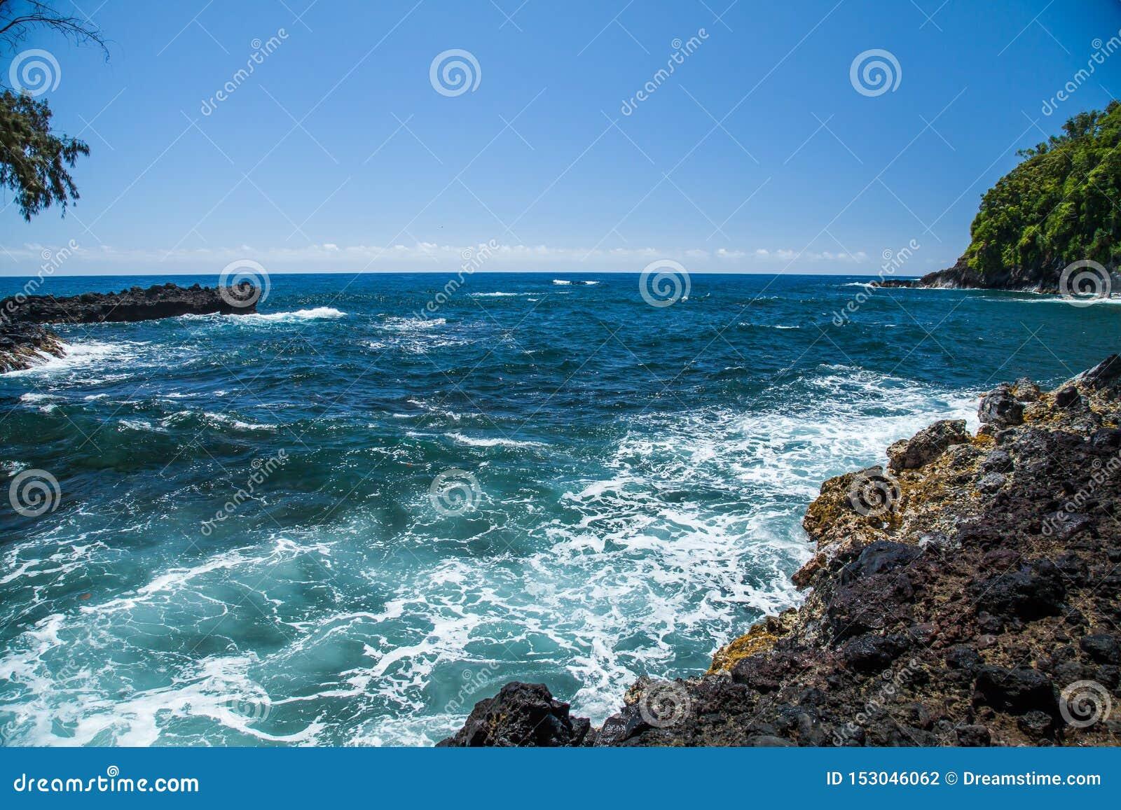 Hawaje Onomea zatoka na Hamakua wybrzeżu na Pięknym Hawajskim dniu