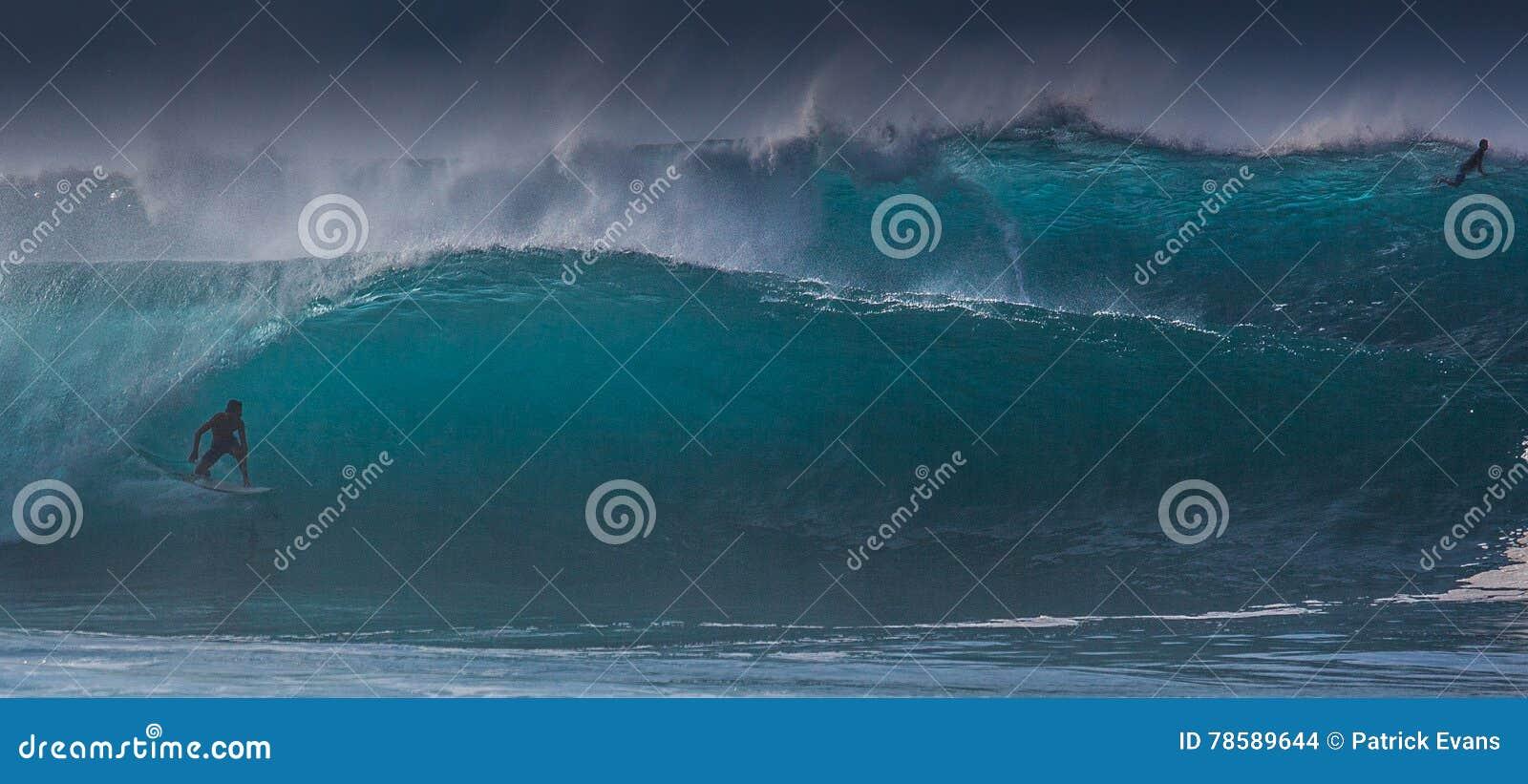 Hawajski surfing Macha rurociąg Oahu