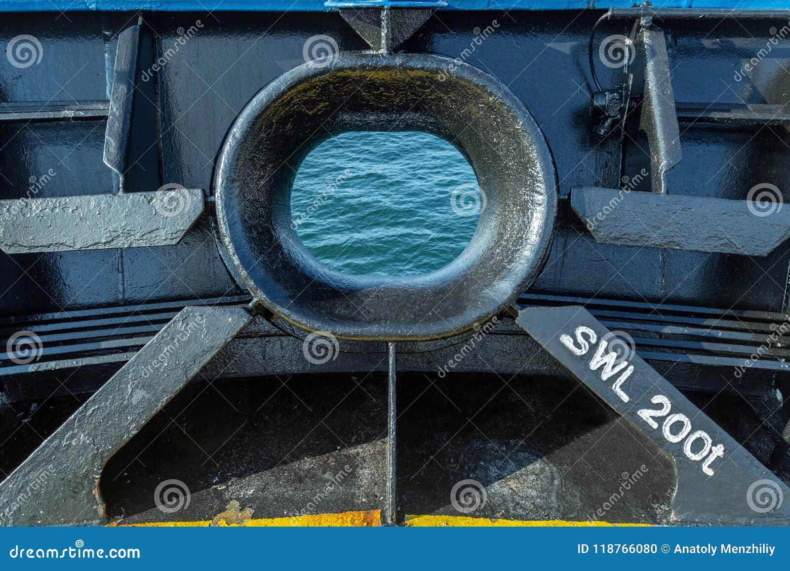 Hawse van een vrachtschip