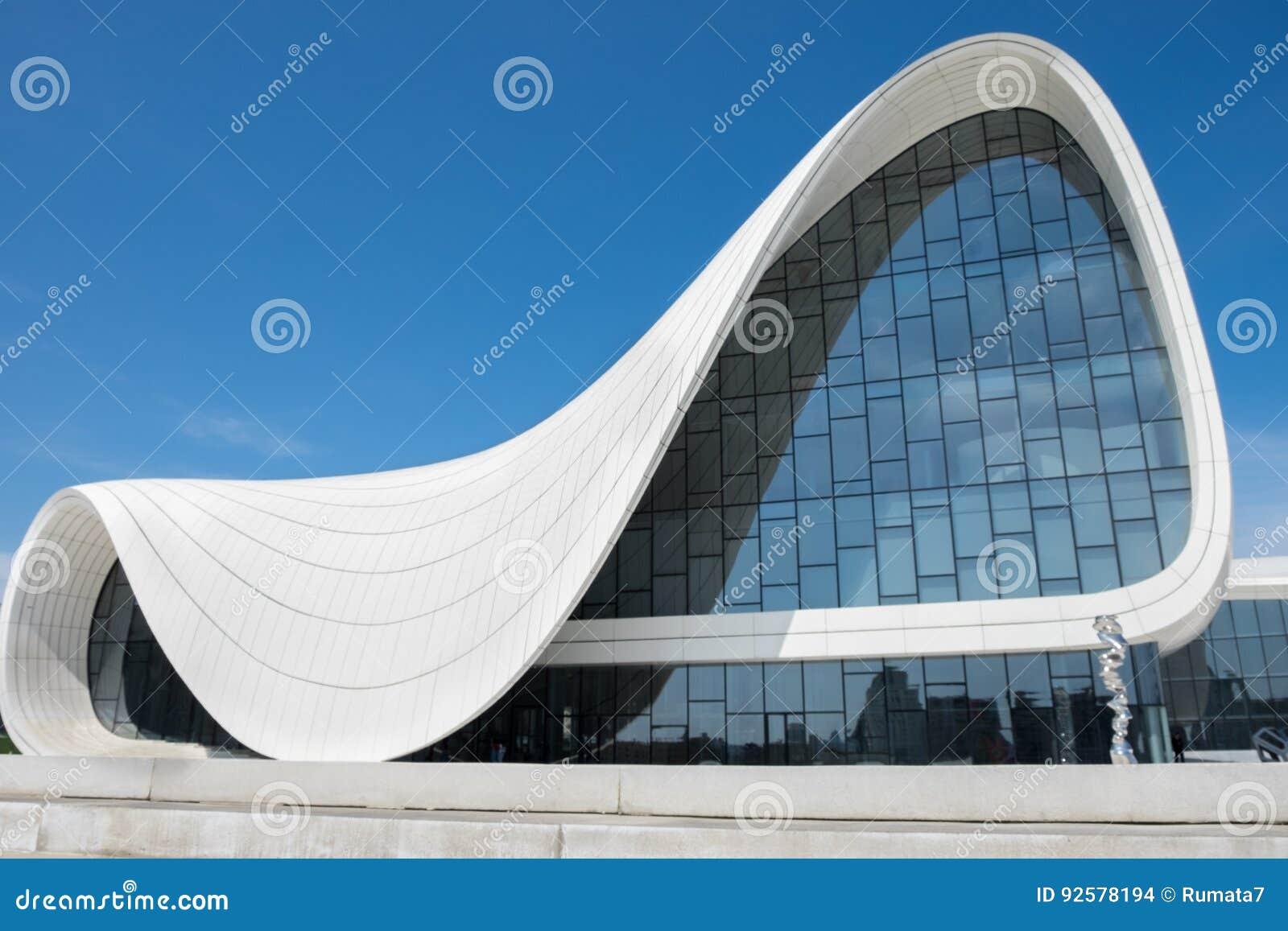 Haydar Aliyev Centre projetou pelo arquiteto Zaha Hadid