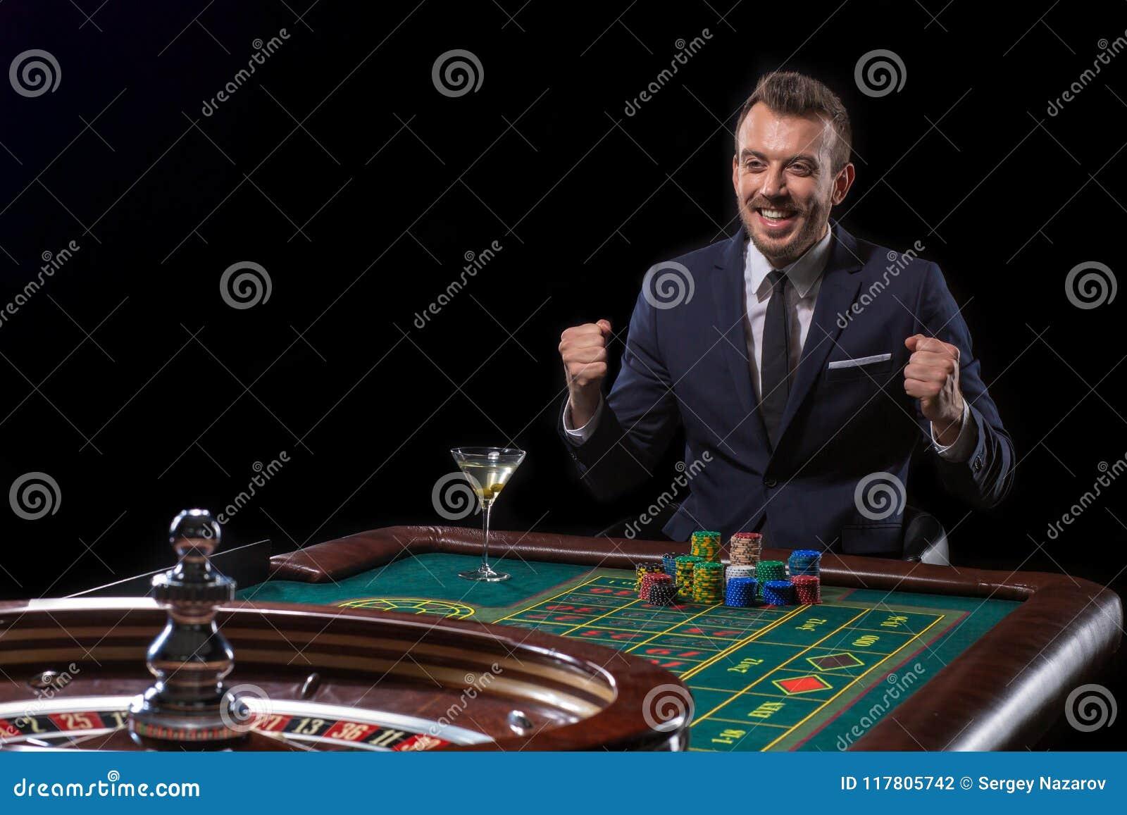 Hazardzistów stosy bawić się przy ruleta stołem Ryzykowna rozrywka uprawiać hazard