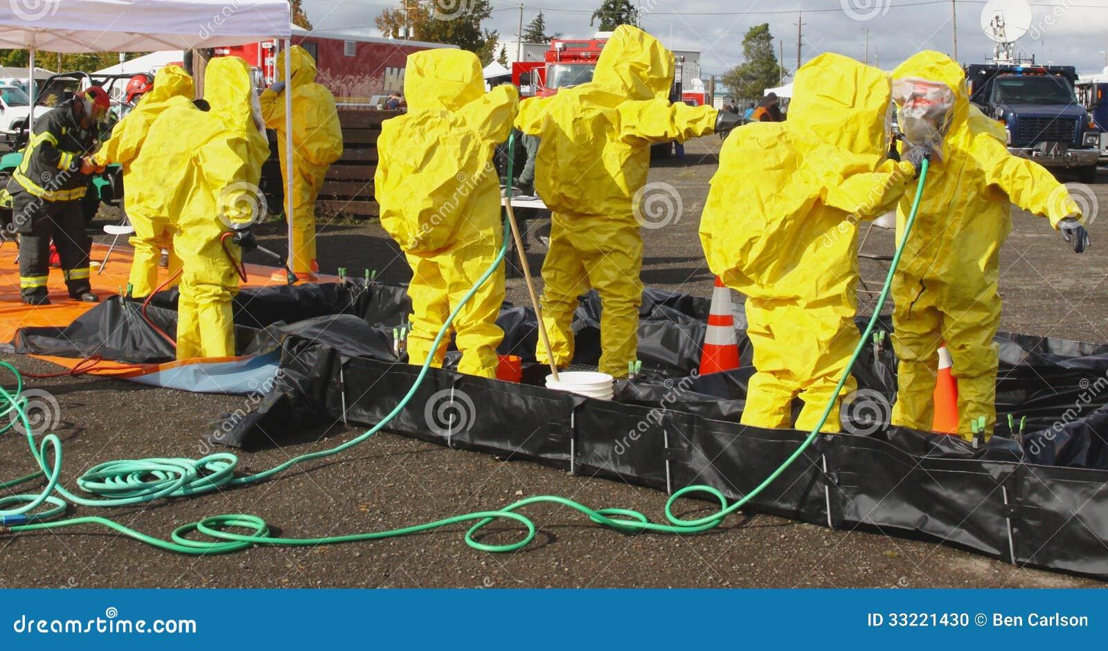HAZMAT Team Clean Up 2 redaktionell foto. Bild av nödläge - 33221430