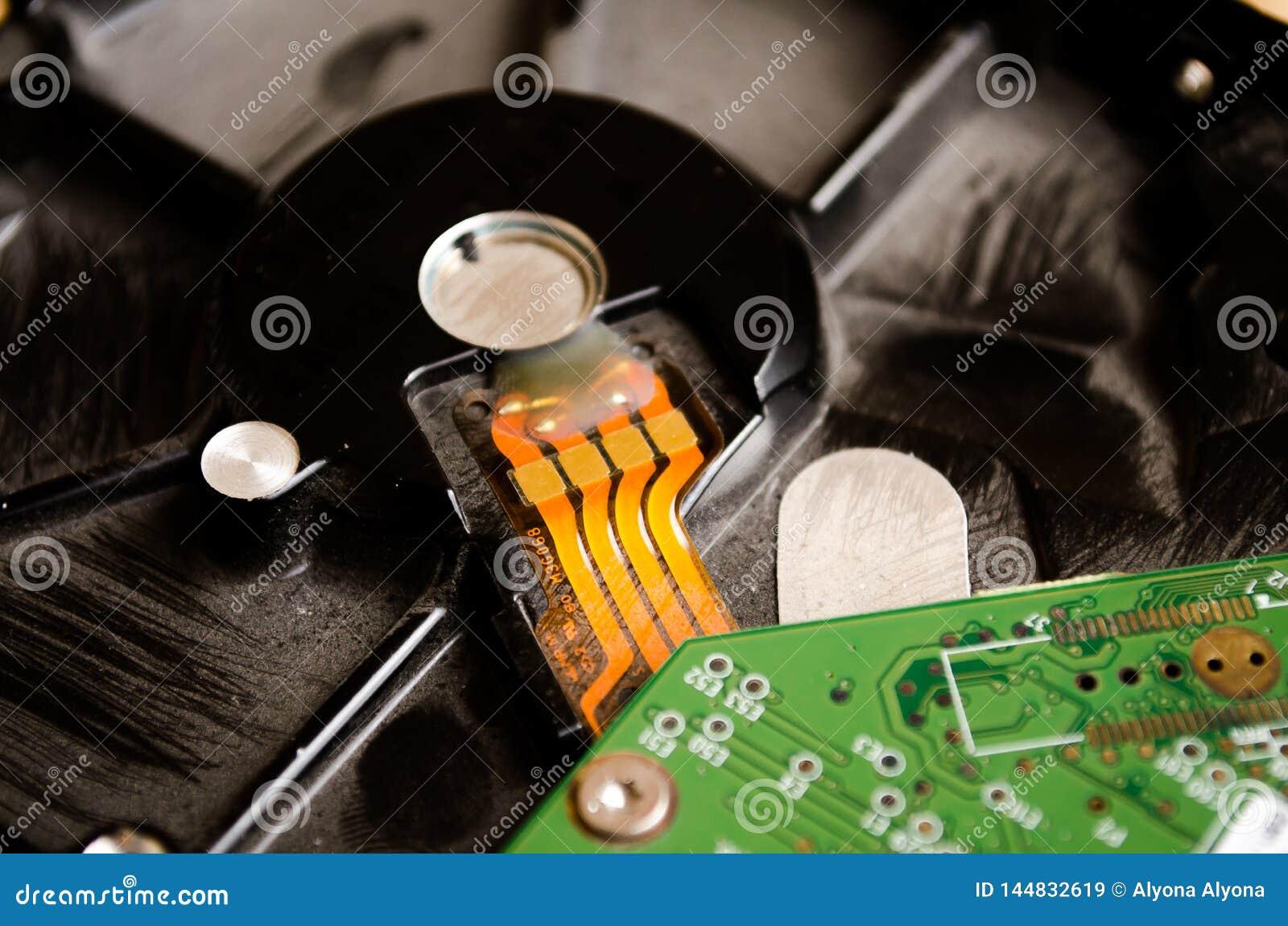 HDD IT technologie Dysk dla magnetofonowych dane Kabel na desce abstrakcjonistycznych t?a cz??ci komputerowych sepiowy ton Komput