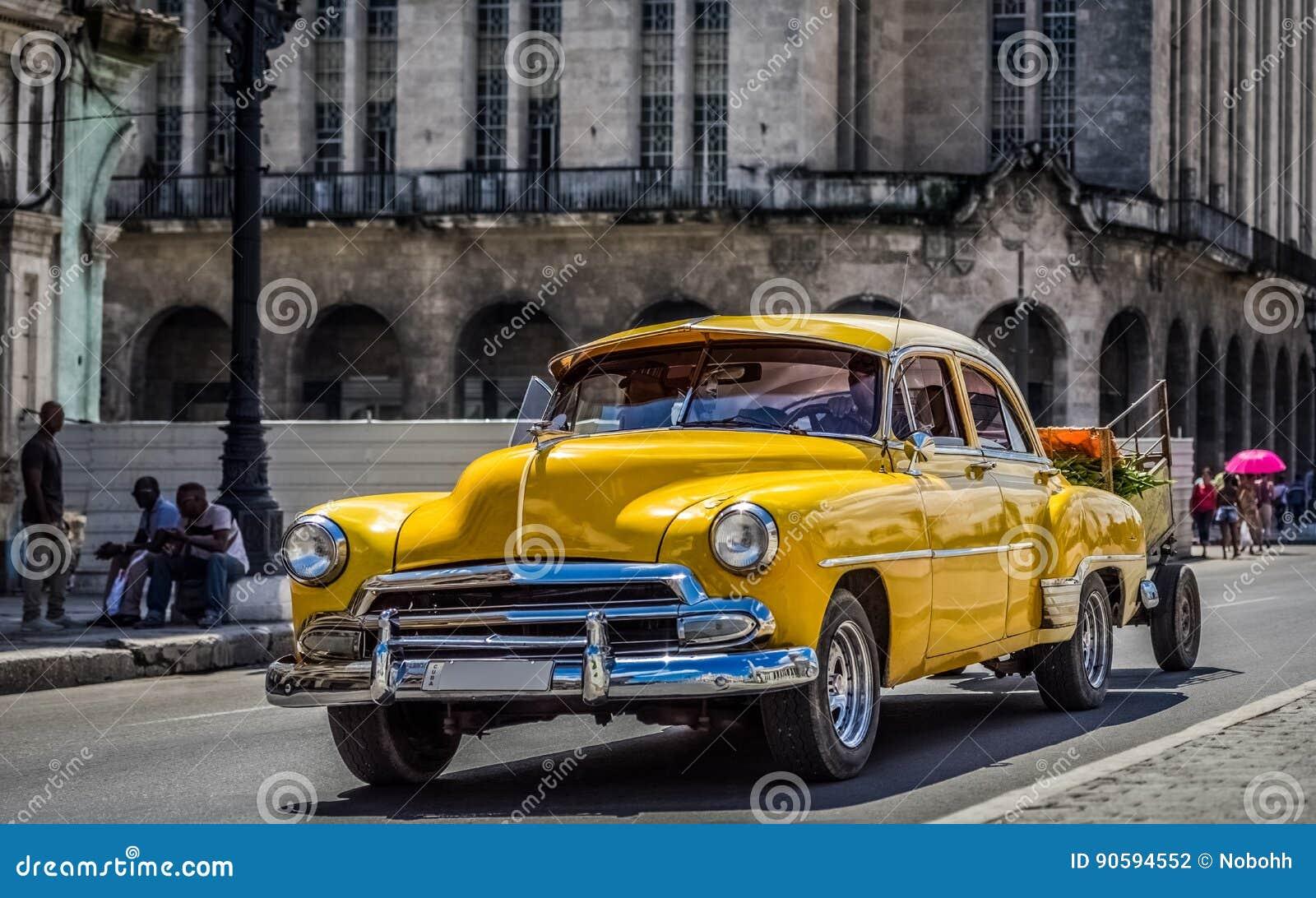 HDR - Den härliga bilen för amerikangulingtappning drived i Havana Cuba - Serie Kubareportage