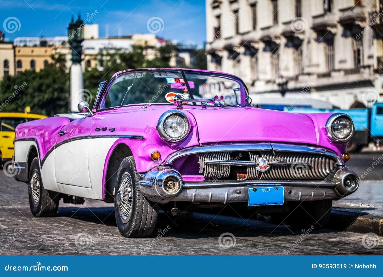 HDR - El coche americano hermoso del vintage del silbido de bala parqueó en Havana Cuba - el reportaje de Serie Cuba