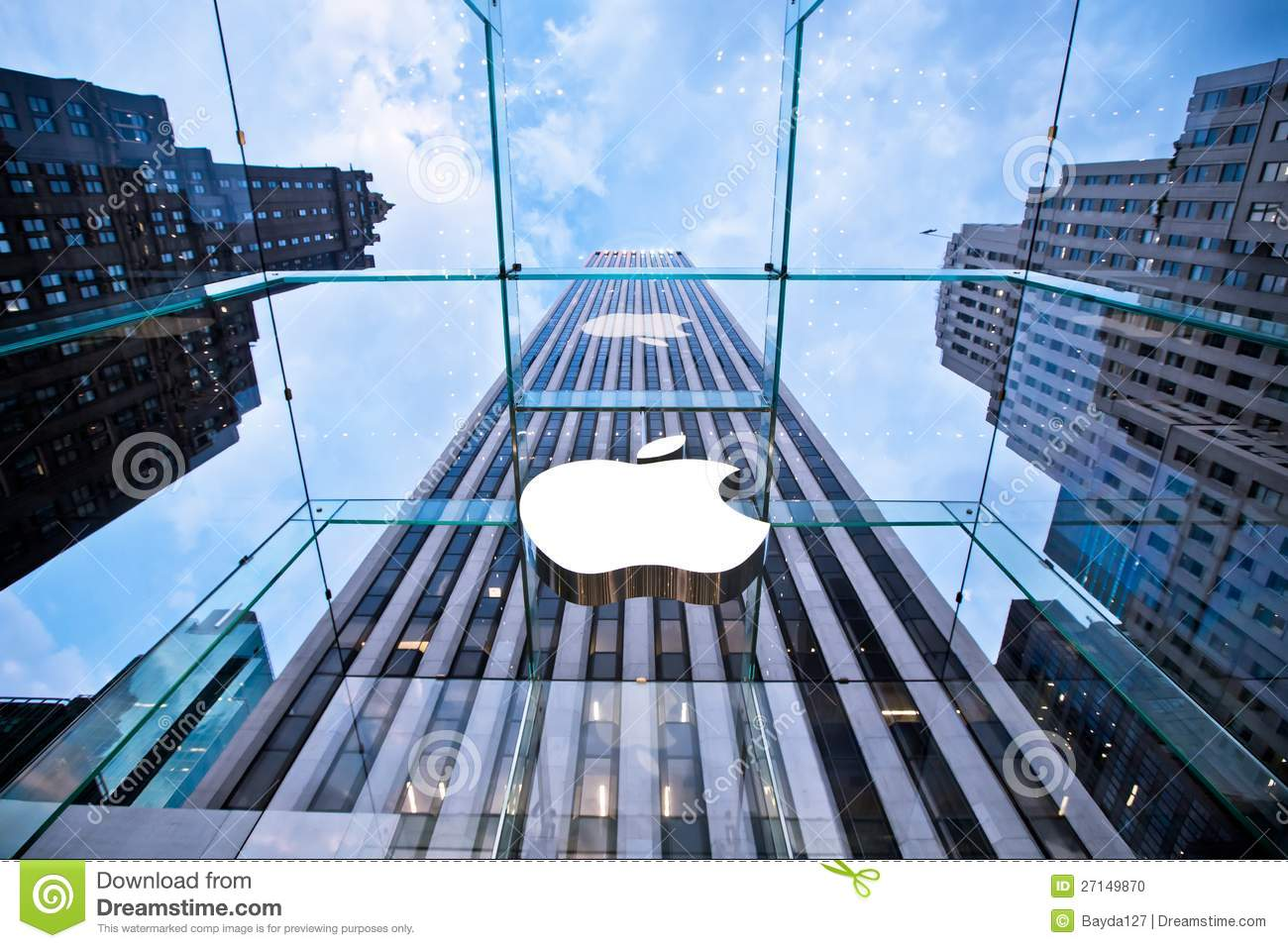 Head Apple store on Fifth Avenue in New York
