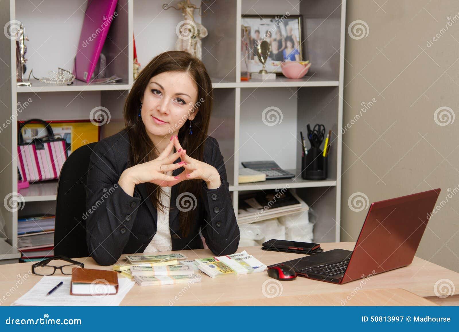 Русскую прям в кабинете, Начальница заставляет рабочего трахать в кабинете 27 фотография
