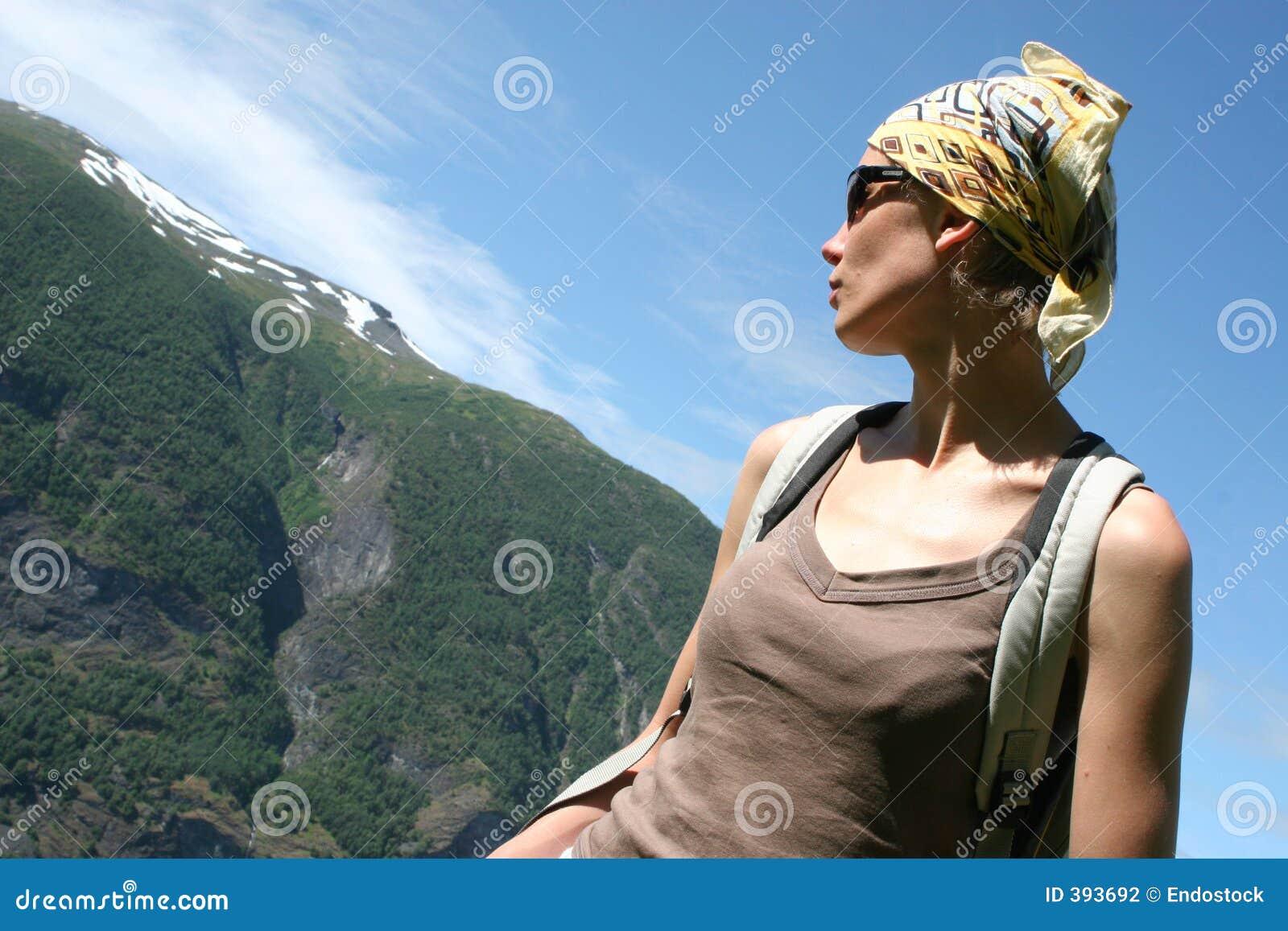 ενεργός γυναίκα διαδρομών βουνών headscarf