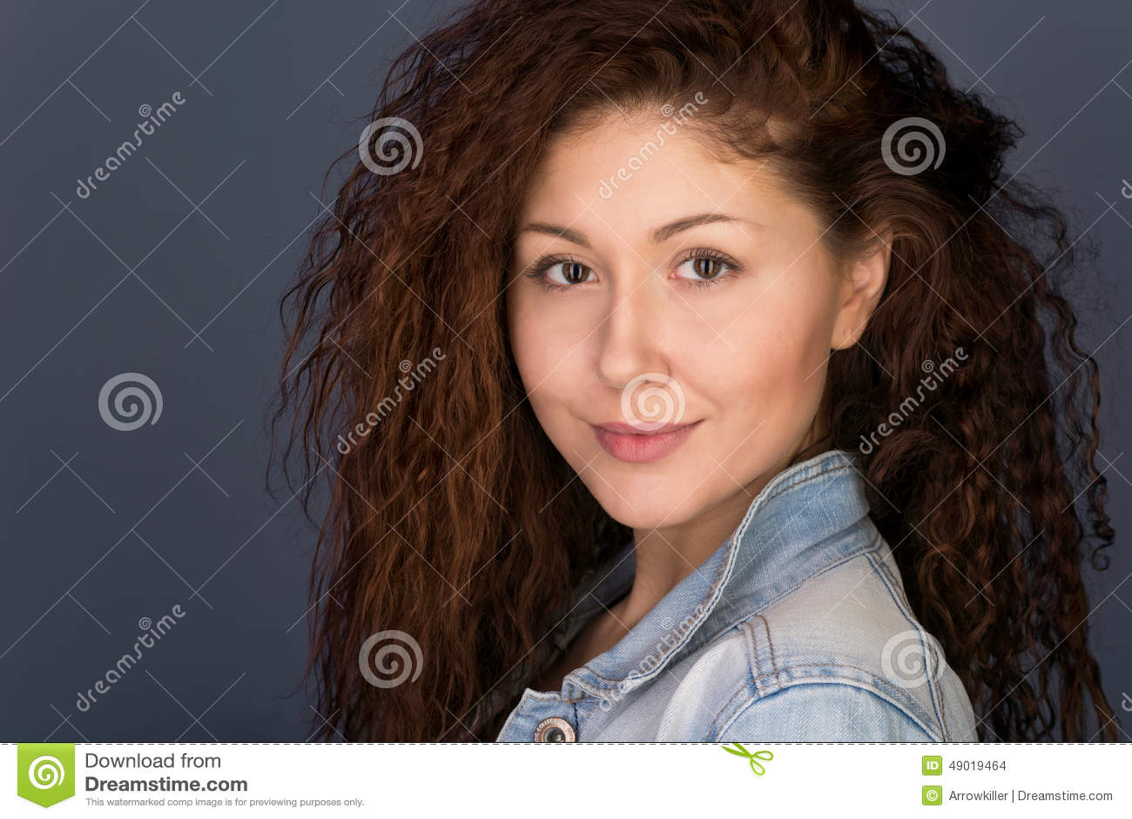 Headshot Menina de vista amigável