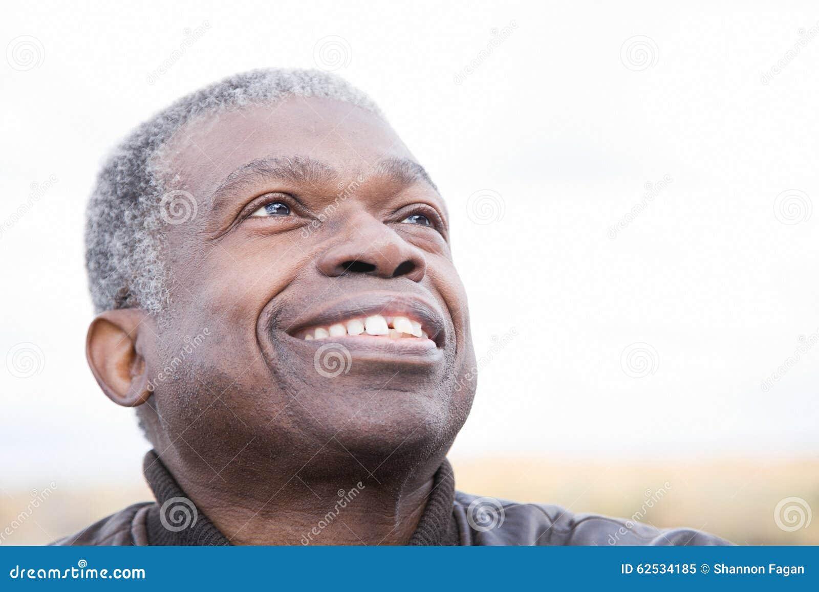 Headshot starszy mężczyzna