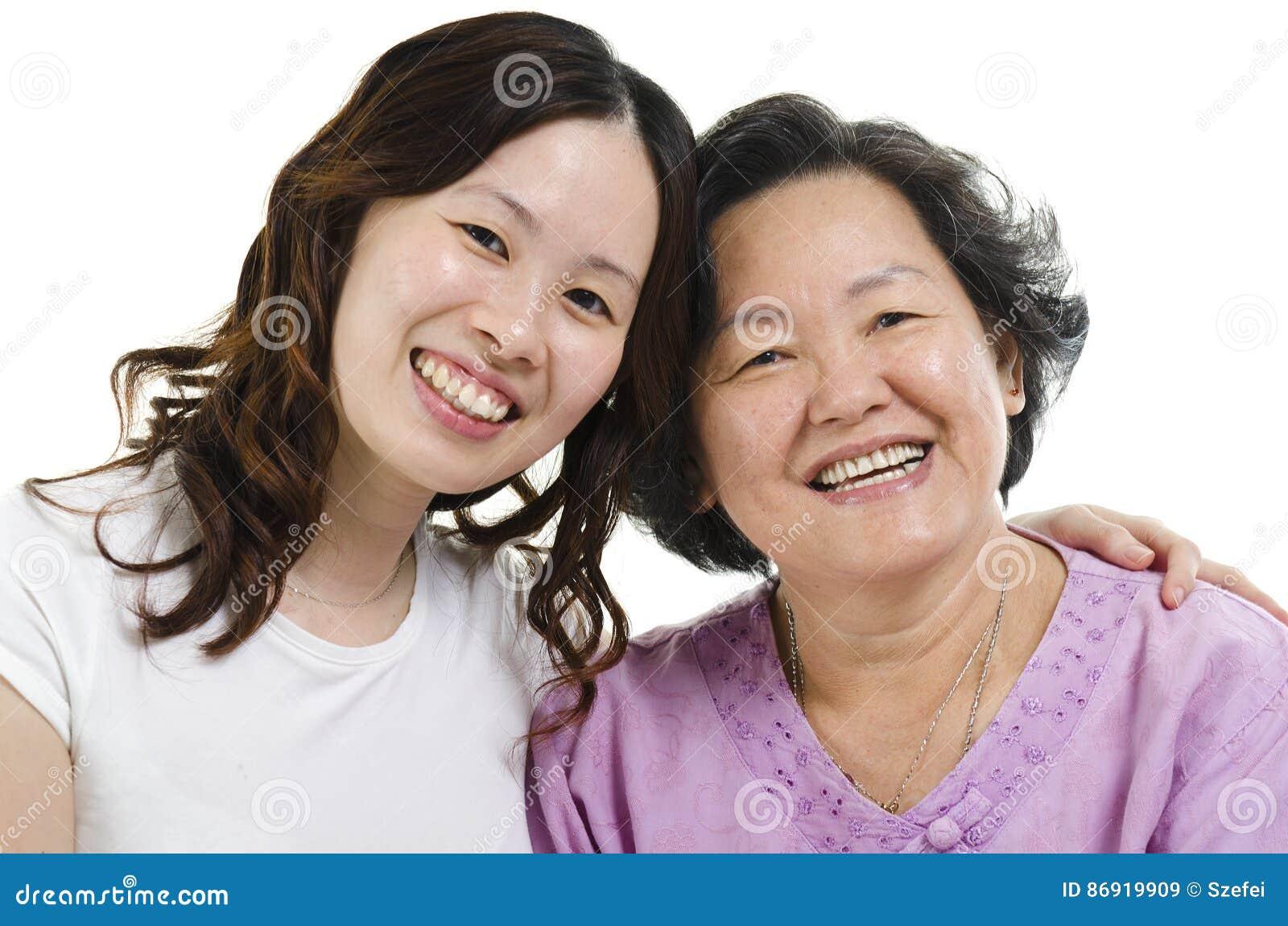 Headshot superior da filha da mãe e do adulto