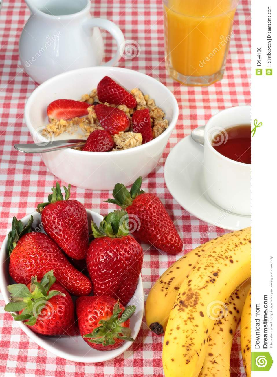 Healthy breakfast with cereal and fresh fruit