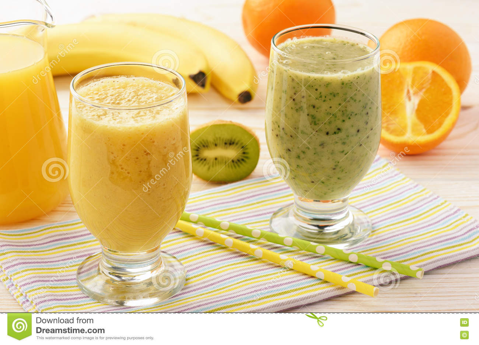 Smoothies cu banane, kiwi și pere