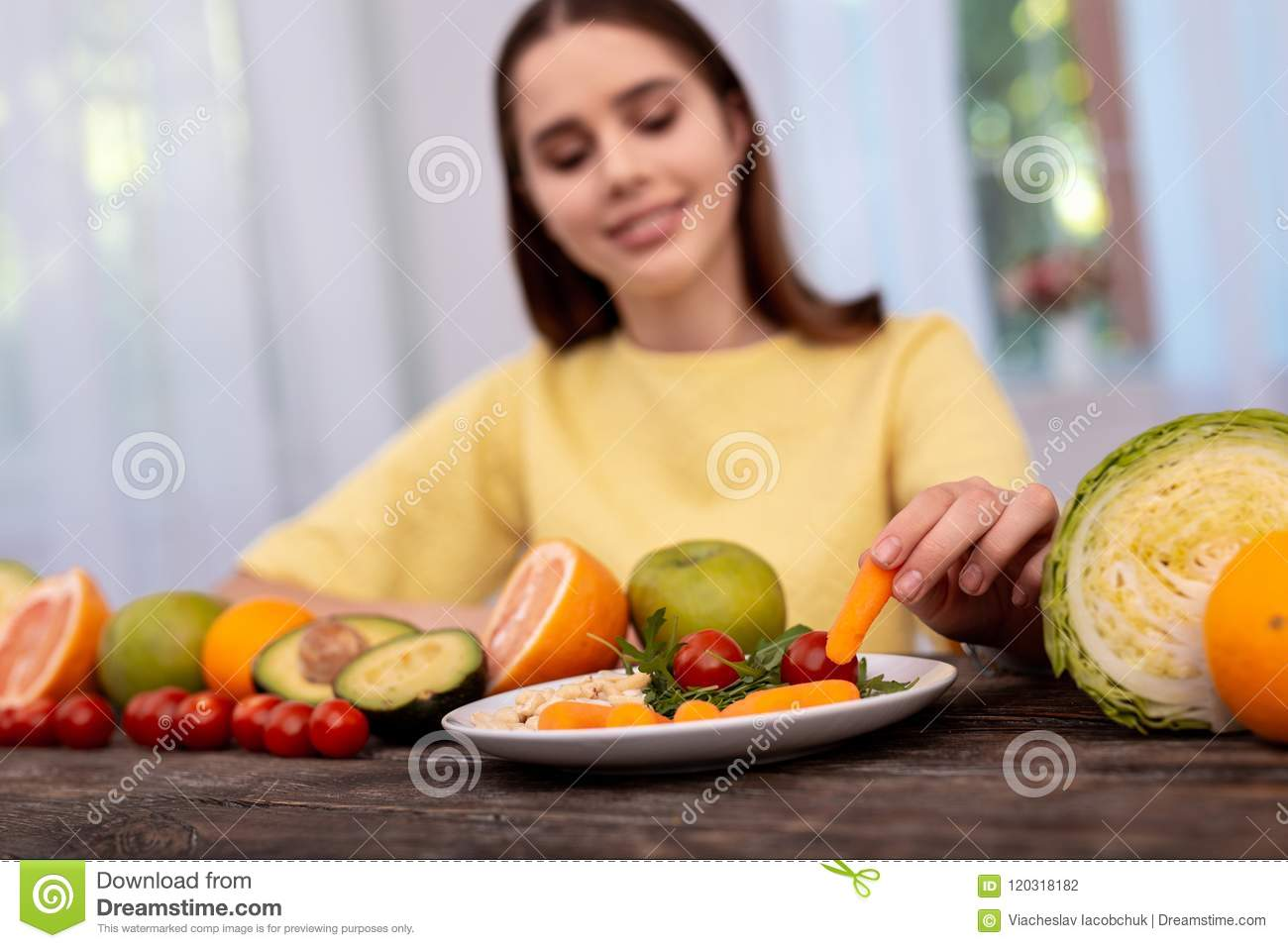 girl-teen-covered-with-vegetables-fila-negros-interracialtures