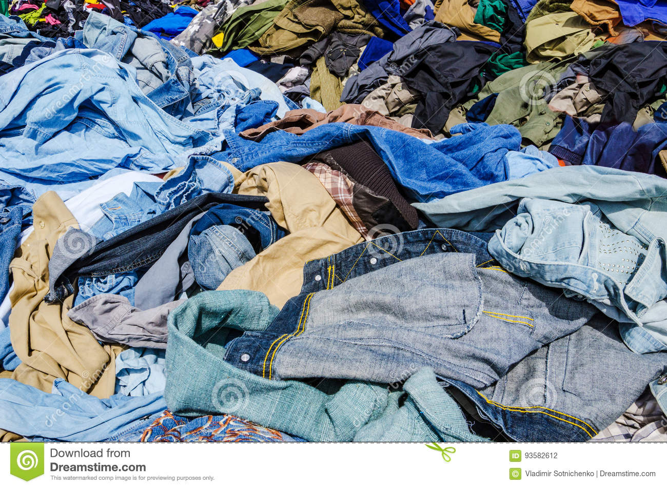 Heaps of clothing on the second hand market