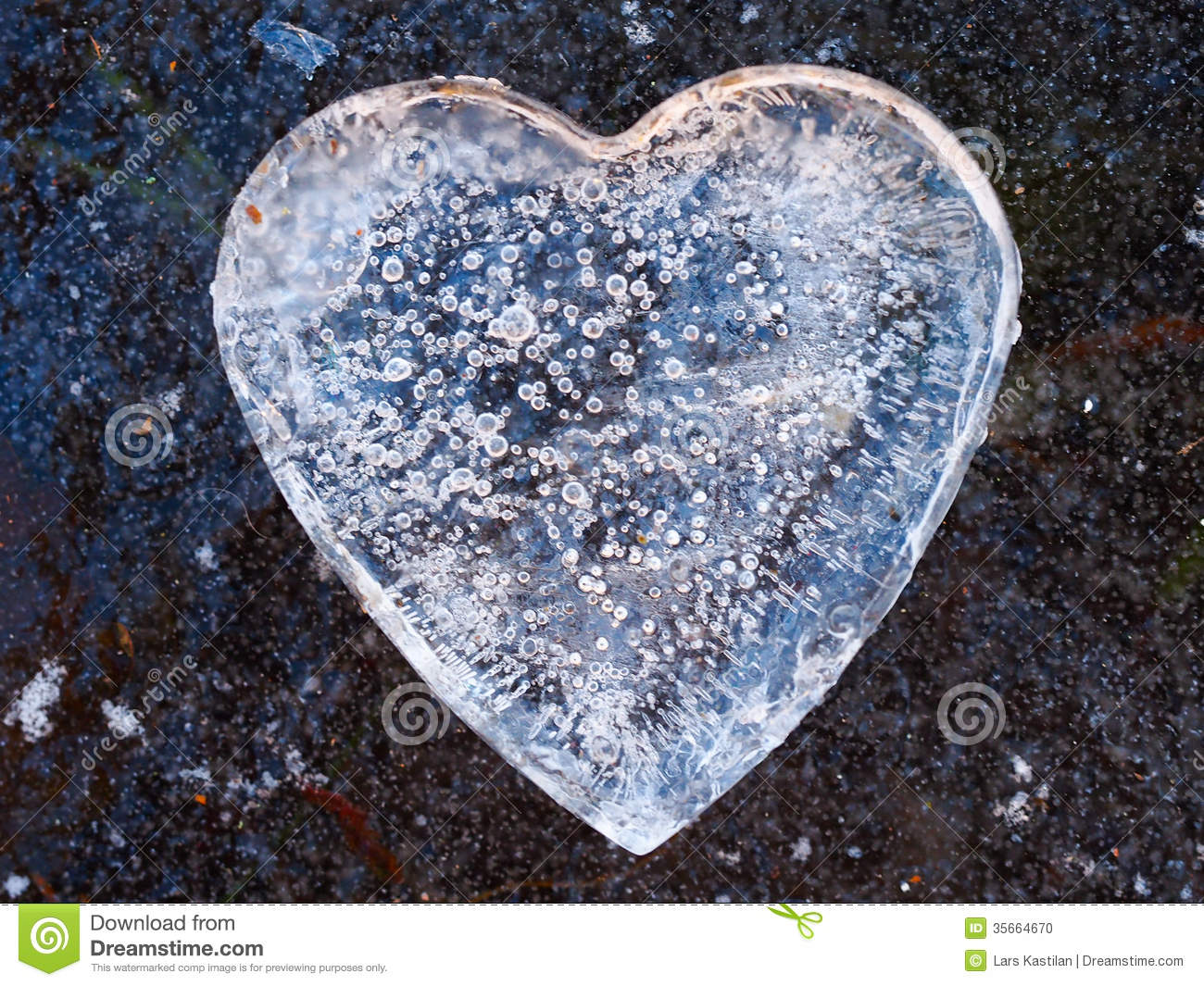 Ice Heart Stock Photo & More Pictures of Blue | iStock